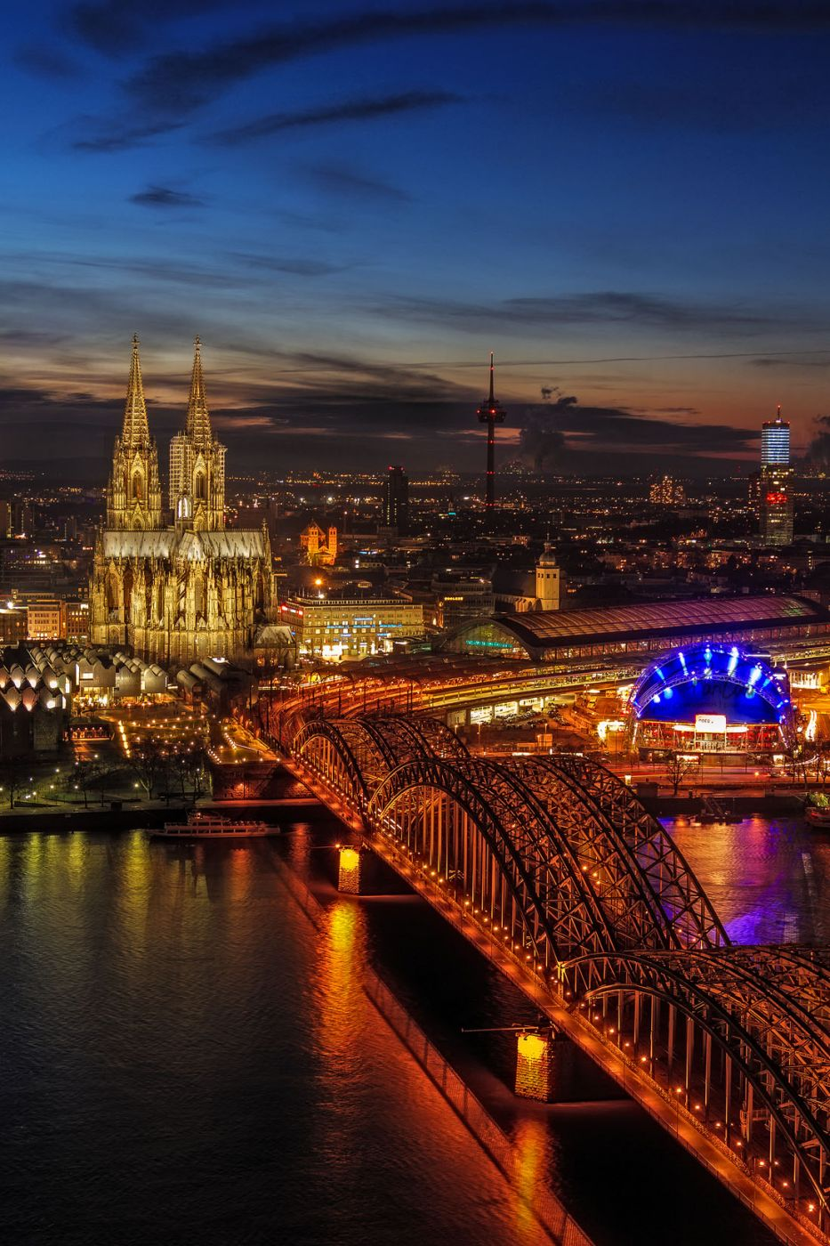 Cologne Cathedral @ blue hour, Germany