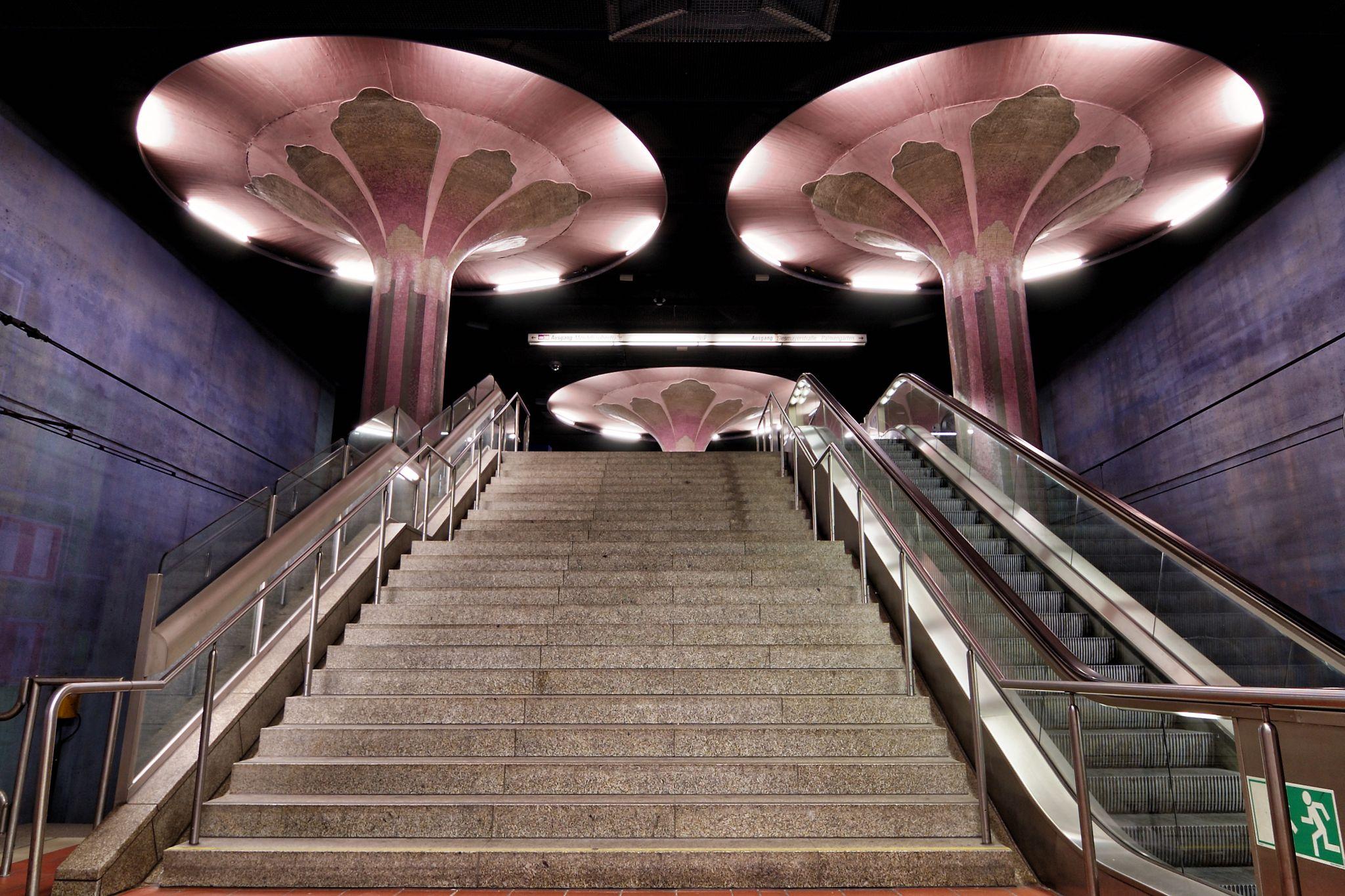 Frankfurt, U-Bahnstation Westend, Germany