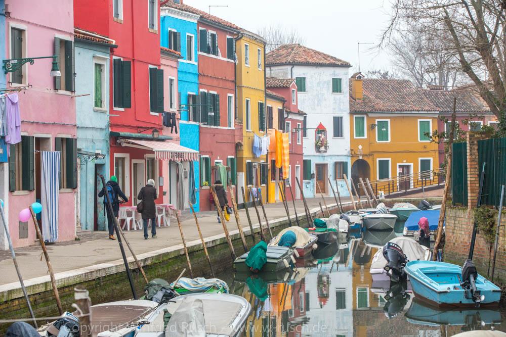 Kanal mit bunten Häusern, Italy