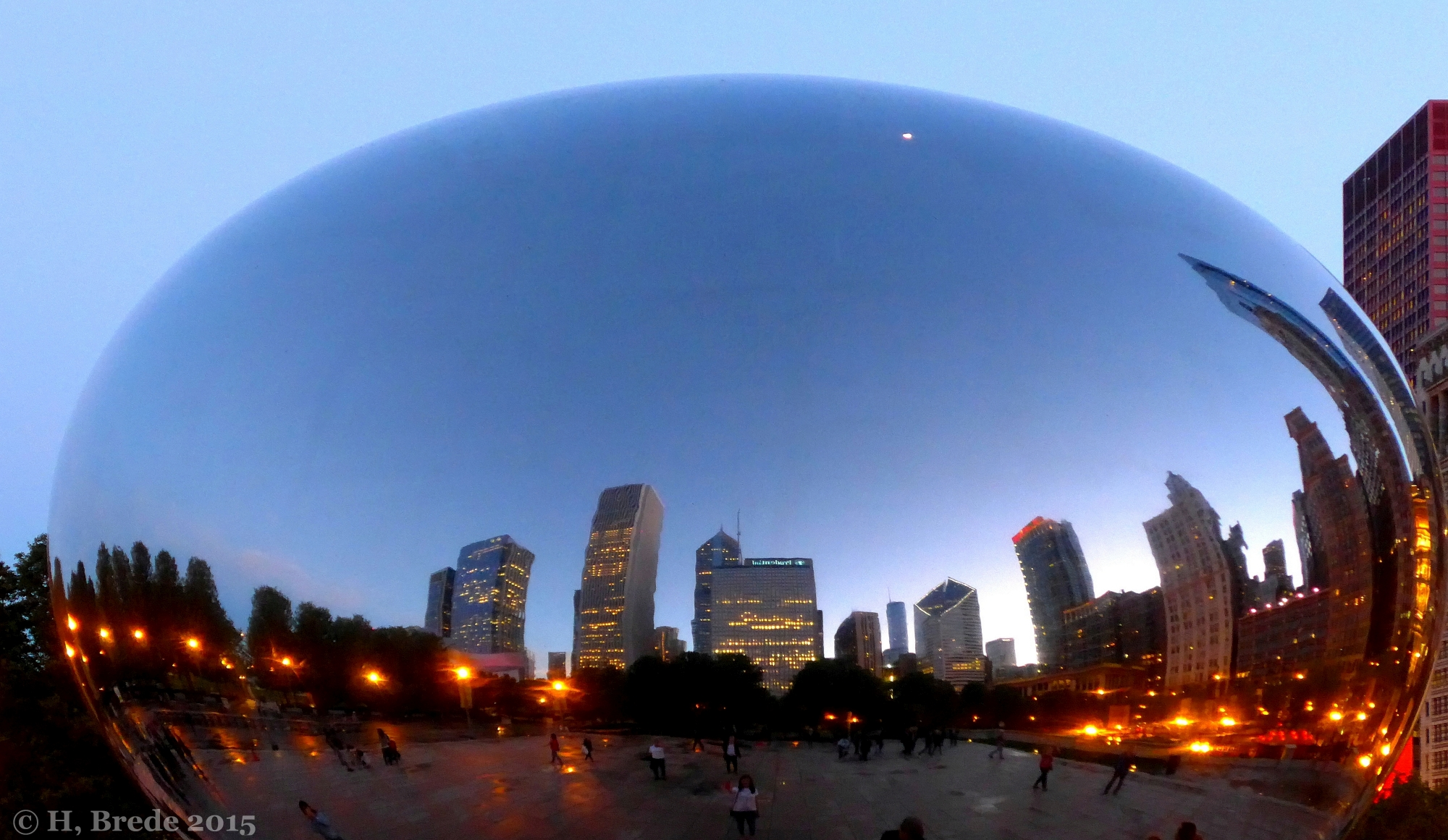 Chicago in the mirror of the Cloud Gate, USA