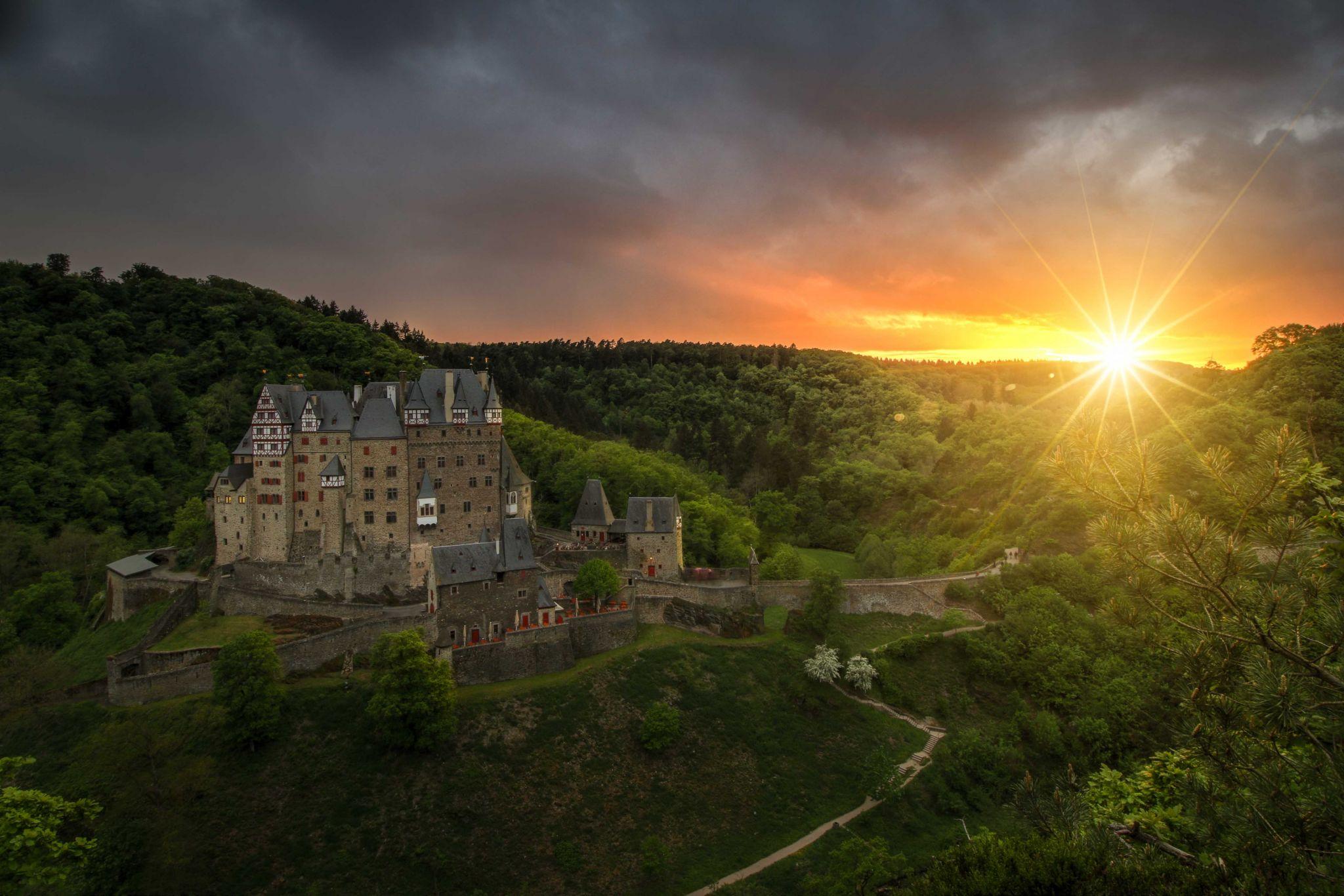 Sunset Burg Eltz castel, Germany