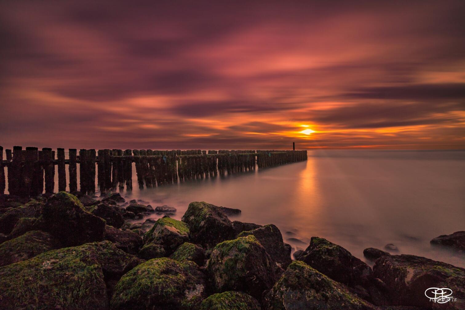 Traumhafter Sonnenuntergang am Meer, Netherlands