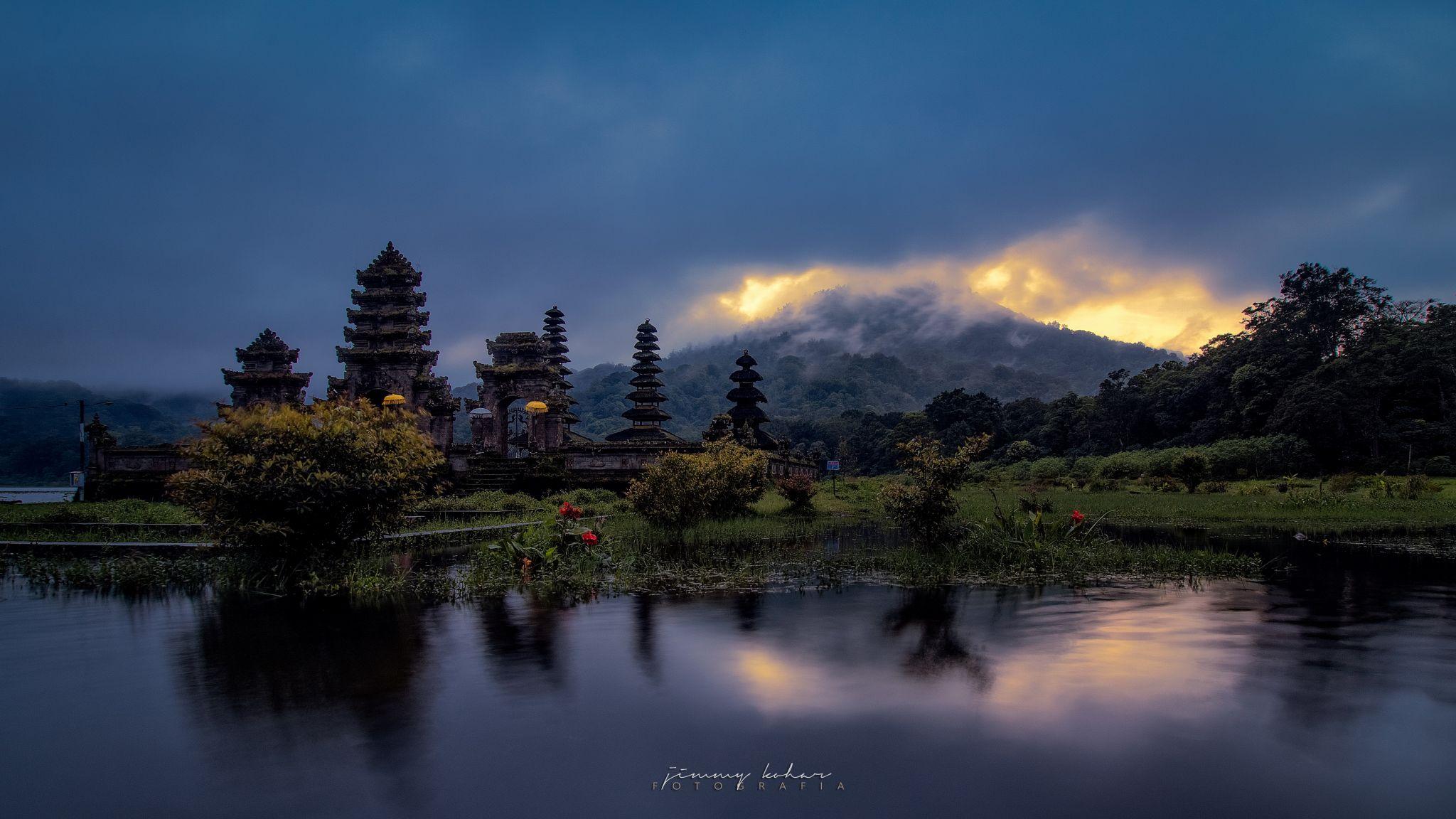 Pura Ulun Danu Tamblingan, Bali, Indonesia