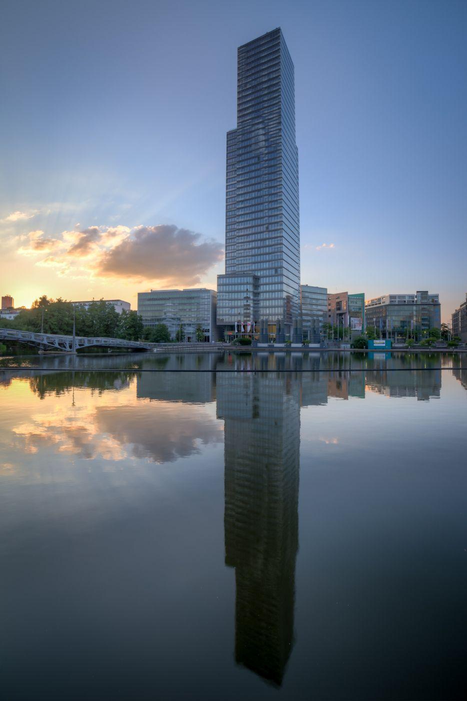 Kölnturm and lake at Mediapark, Germany