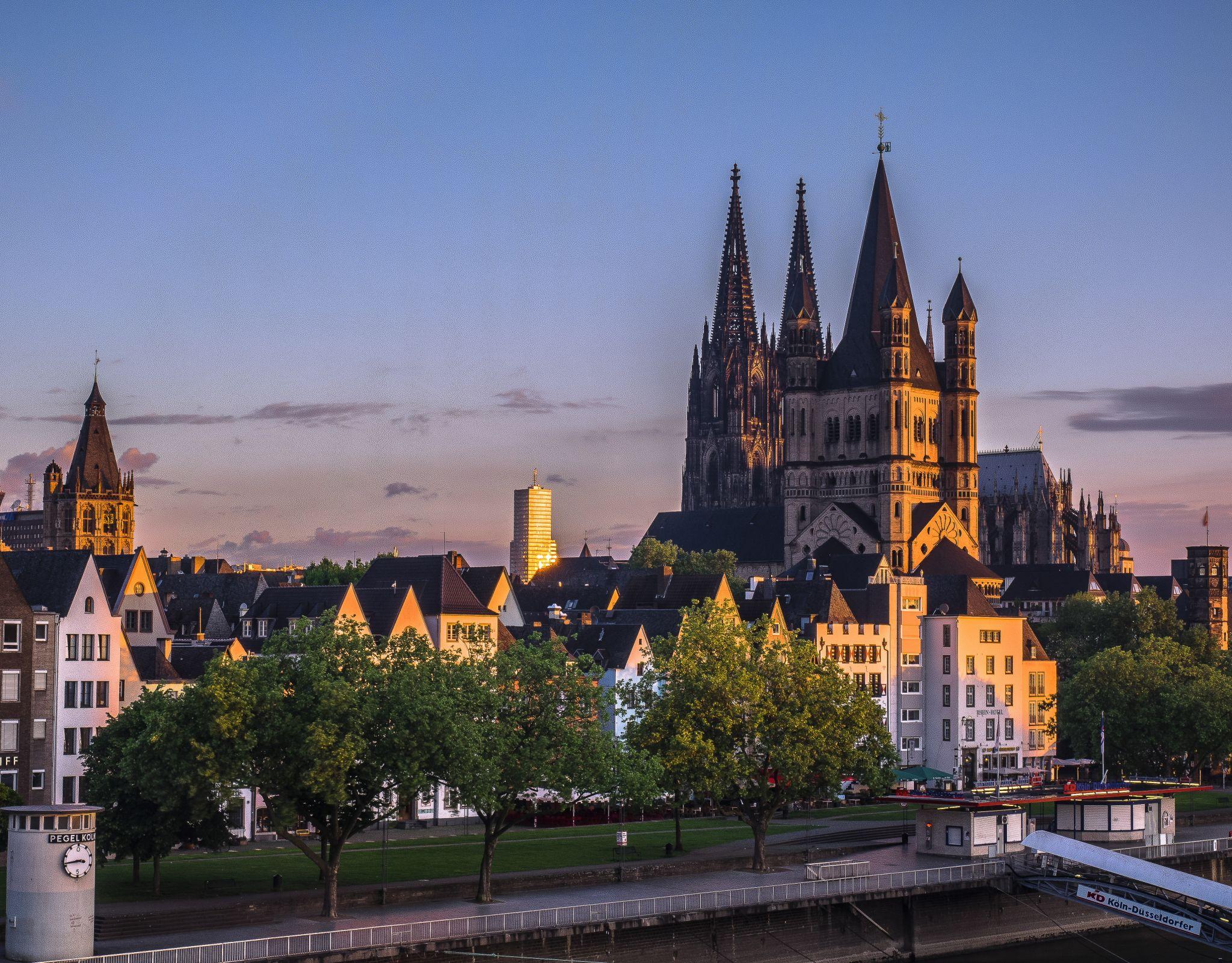 Sunrise at Deutzer Brücke, Cologne, Germany