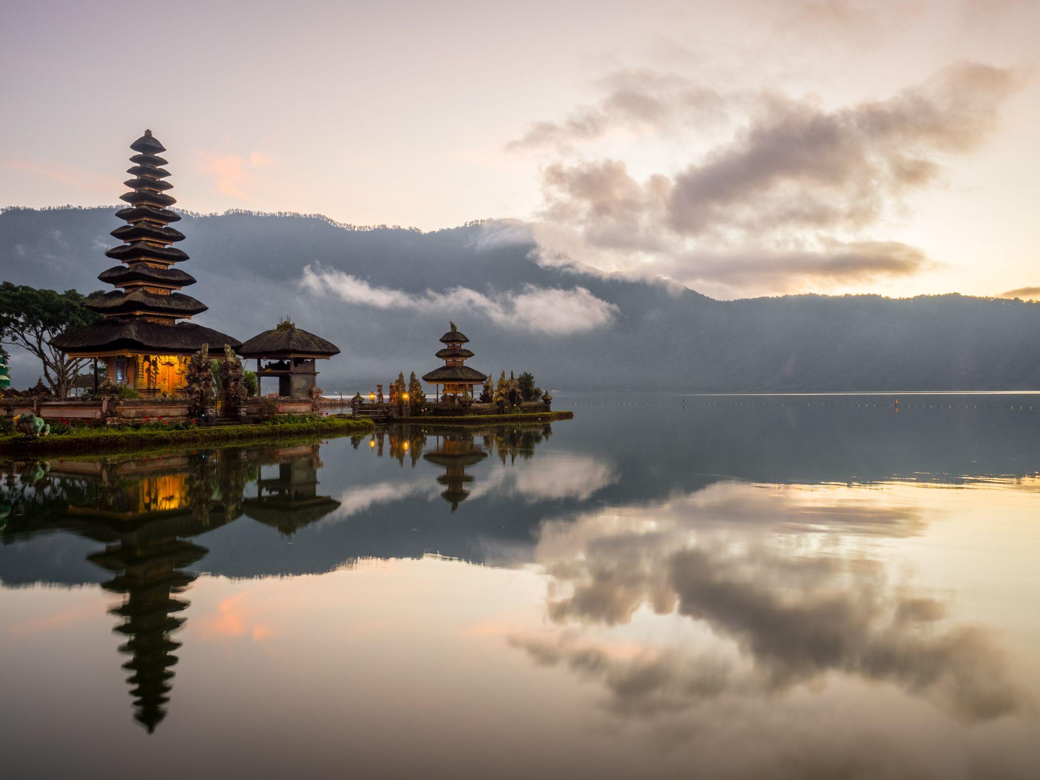 Pura Ulun, Indonesia
