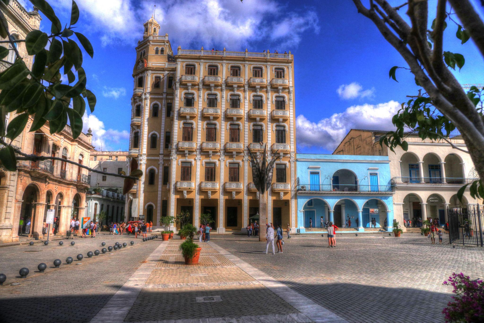 Plaza Vieja in Havana (Cuba), Cuba