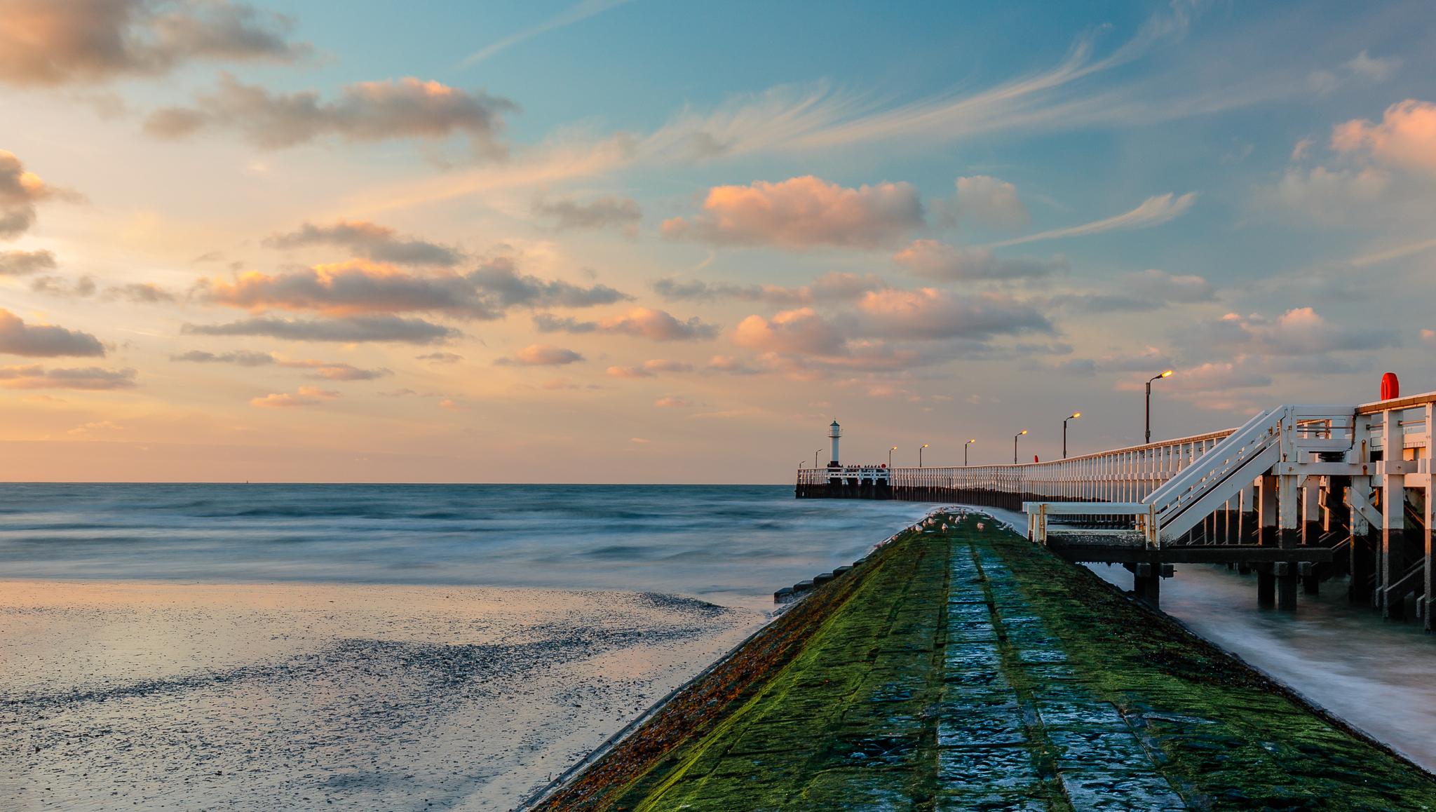 Golden light at the western pier of Nieuwpoort, Belgium