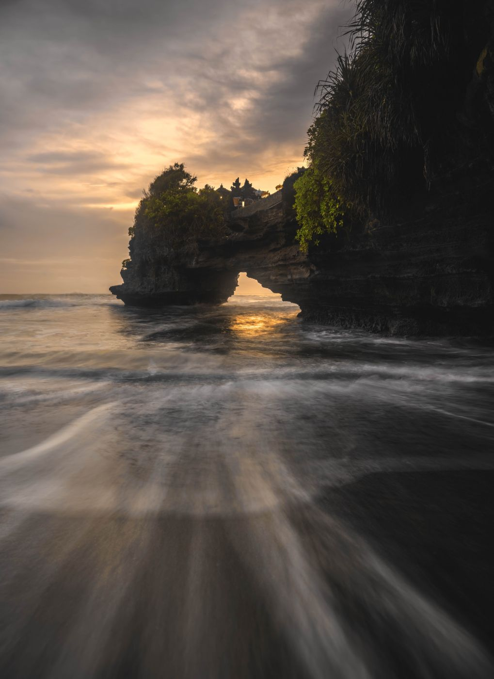 Pura Batu Bolong, Indonesia