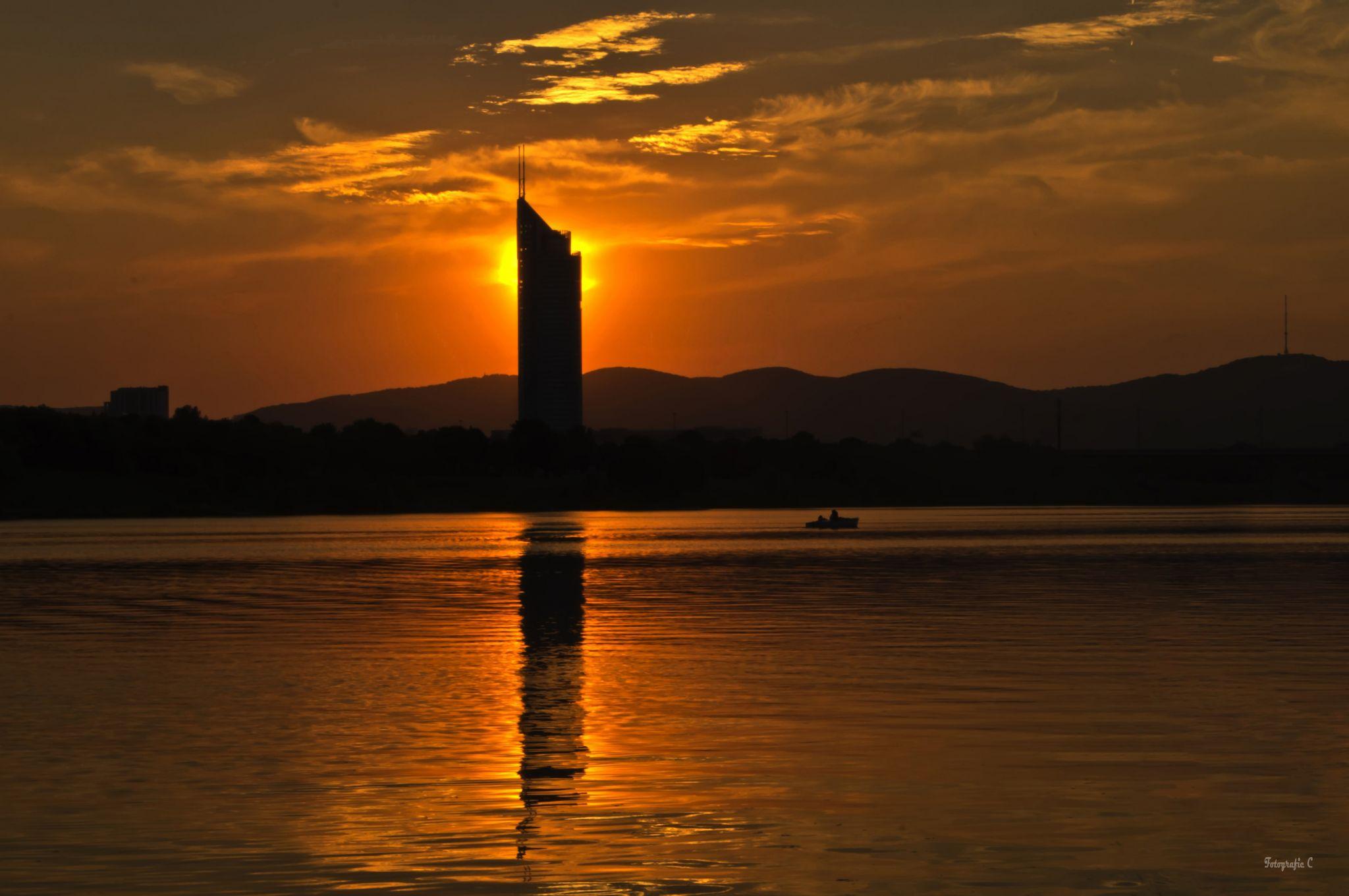 Millenium Tower Wien von der Neuen Donau, Austria
