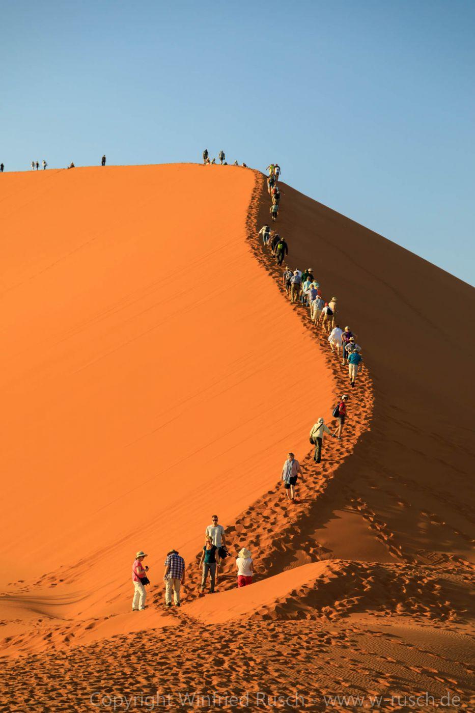Sonnenaufgangswanderung, Namibia