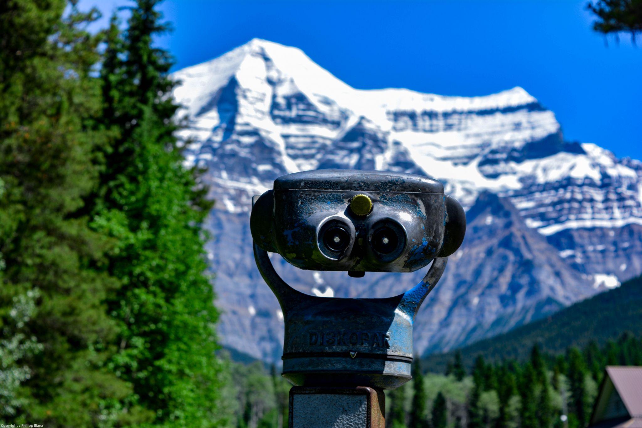 Mount Robson Binocullars, Canada