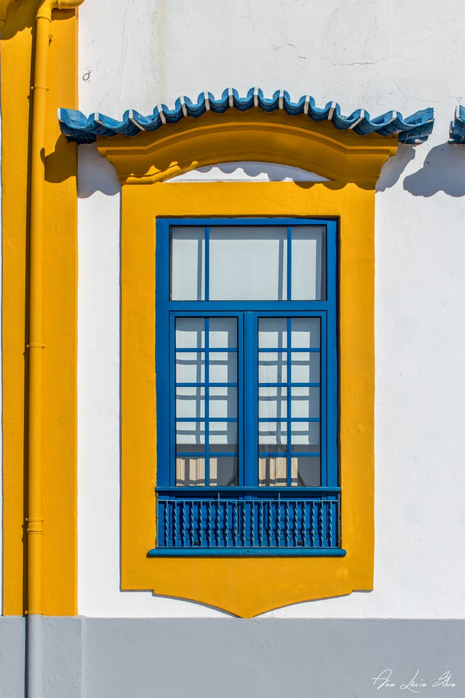 Blue &Yellow Window House, Portugal