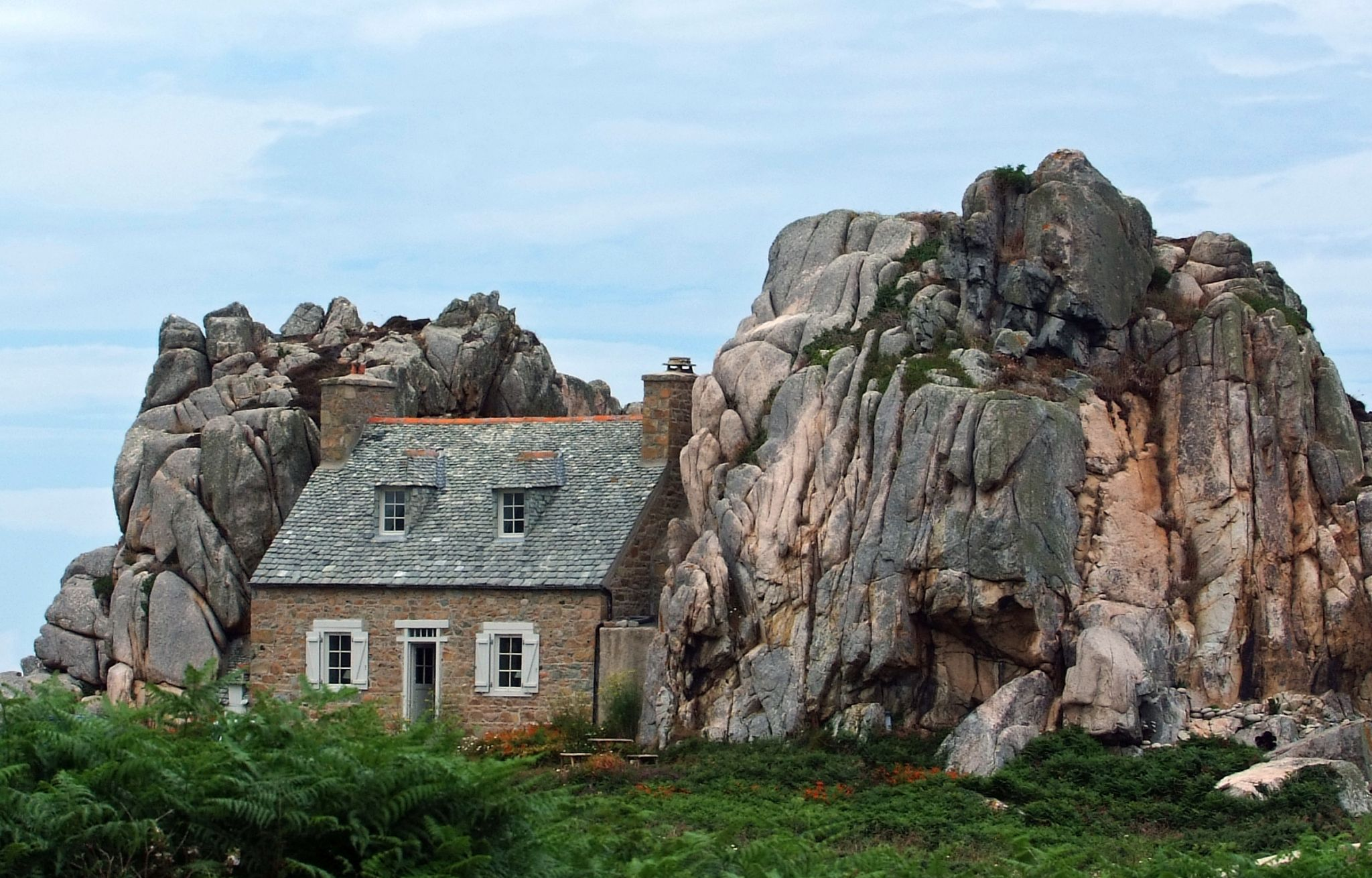 Plougrescant, Le Gouffre - The house between two rocks, France