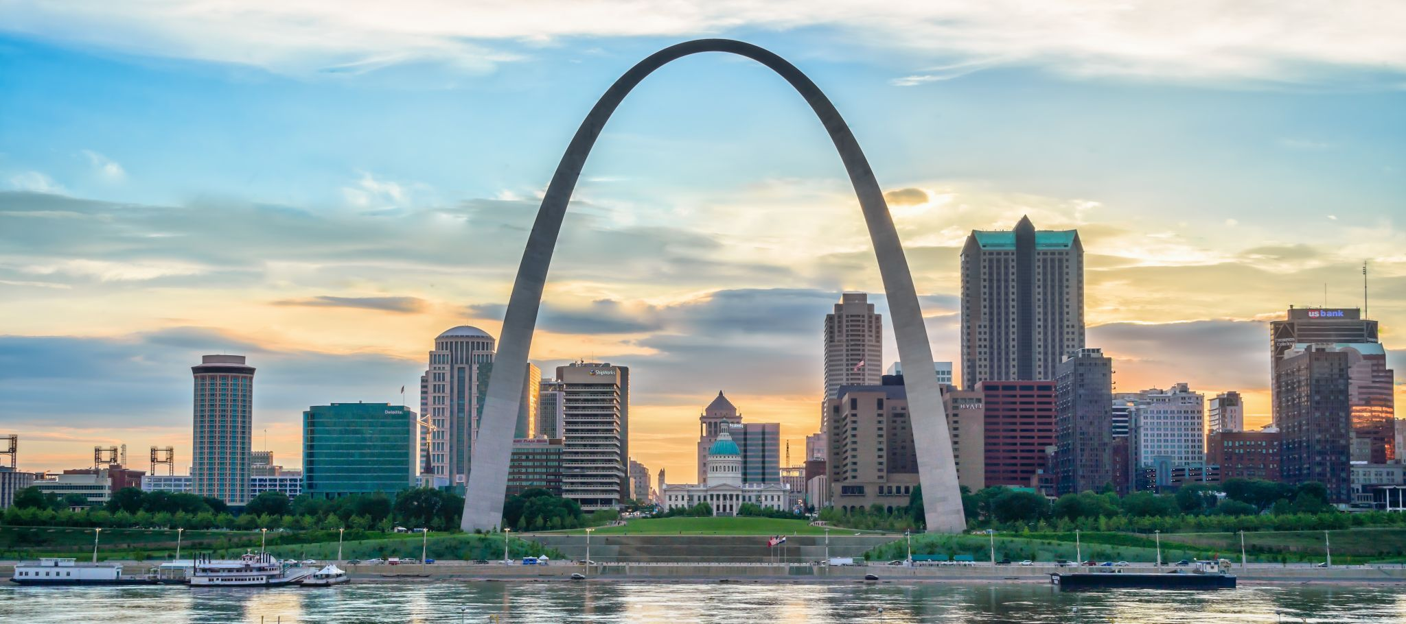 St. Louis Gateway Arch from Malcolm W. Martin State Park, USA