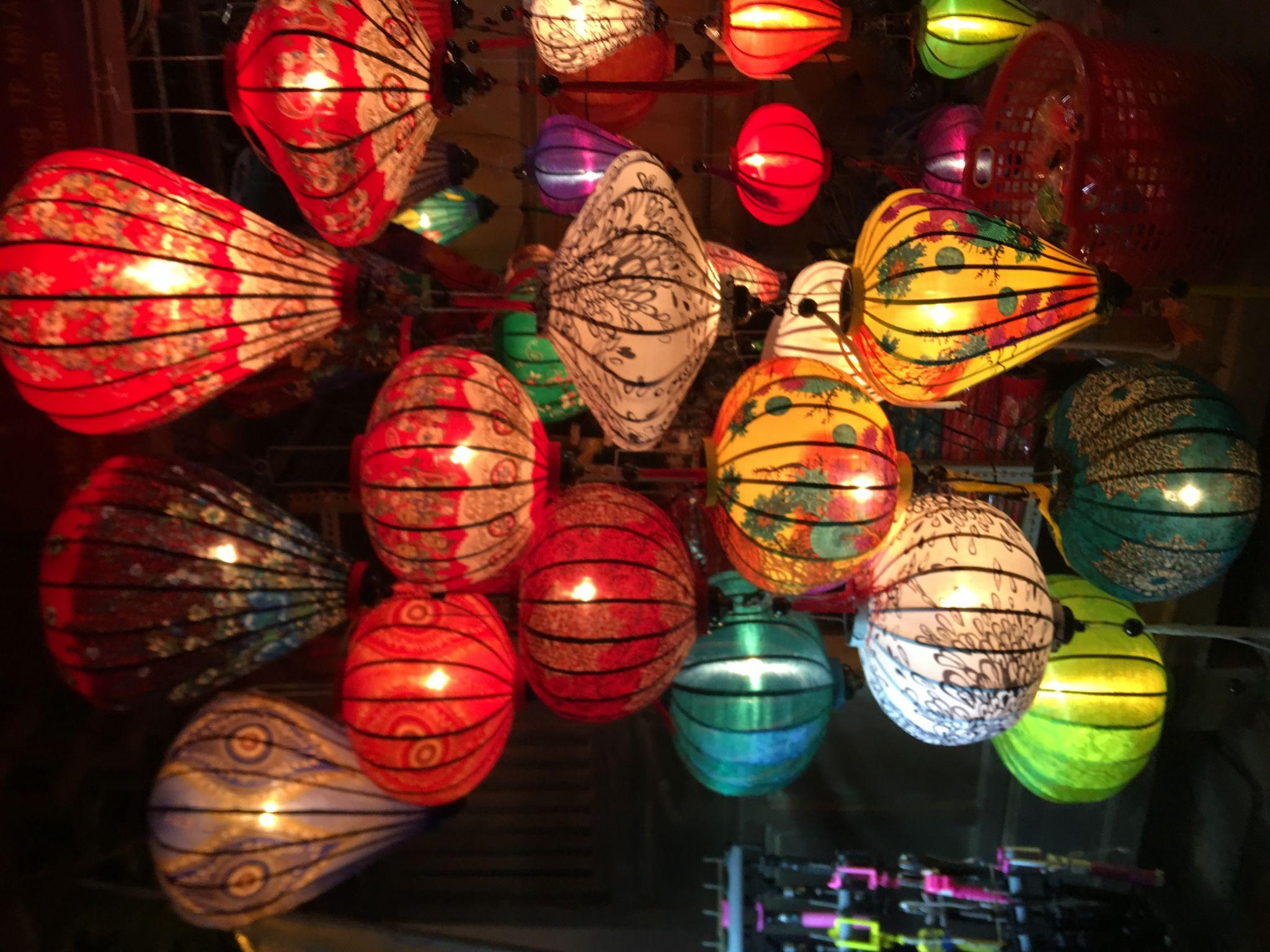Night market hoian, Vietnam