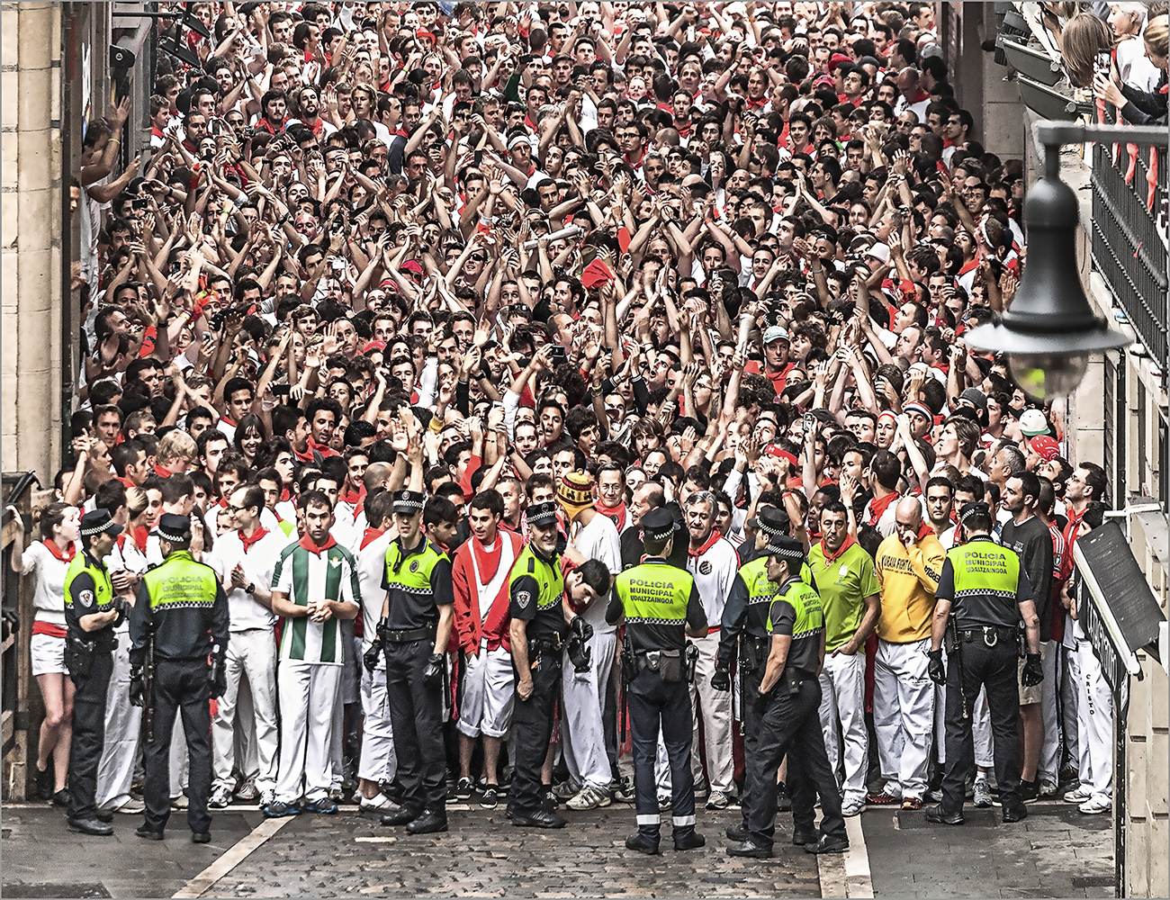 Sanfermines_Waiting for the bulls, Spain