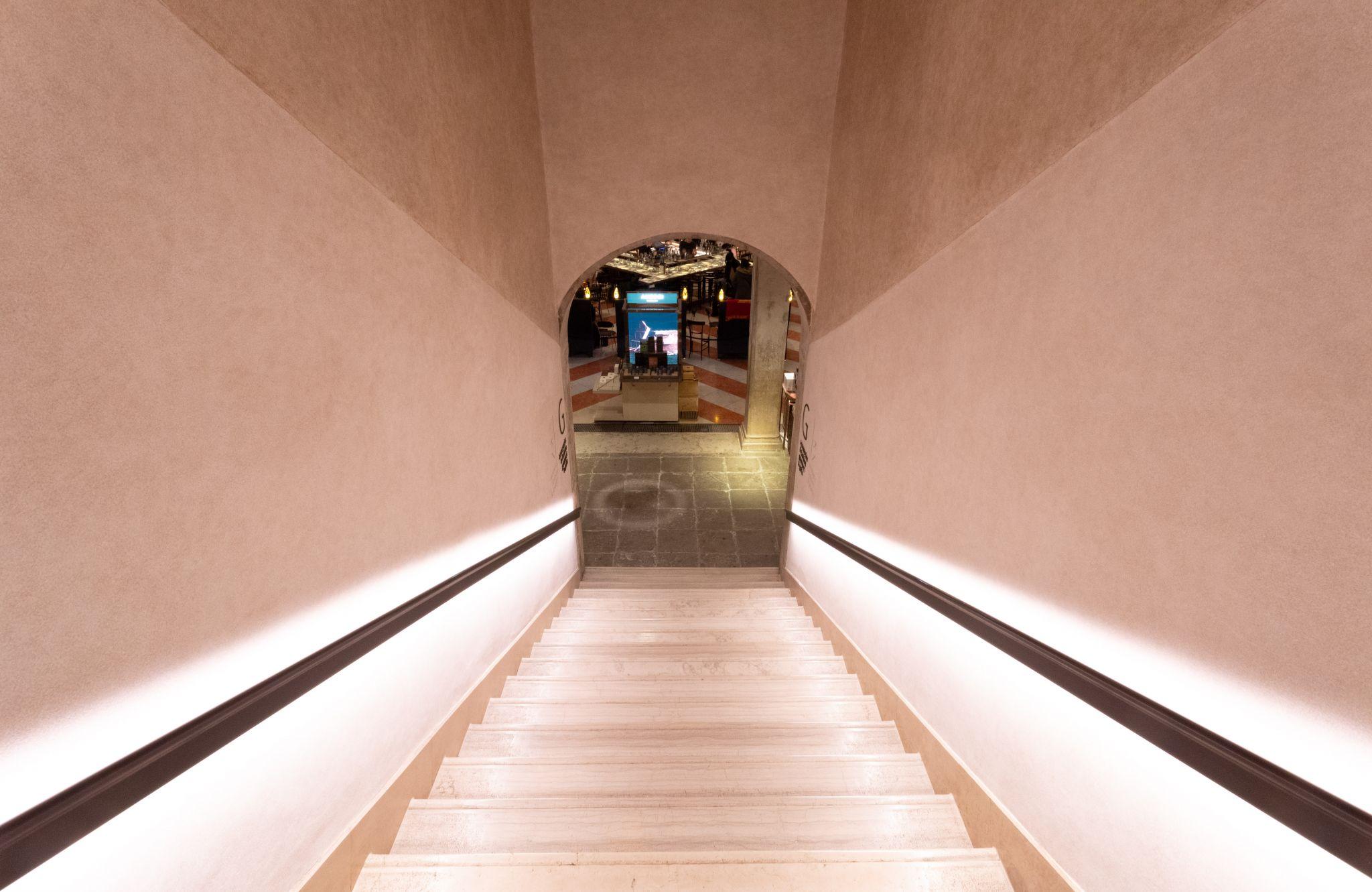 Treppenhaus im Fondaco dei Tedeschi in Venedig, Italy