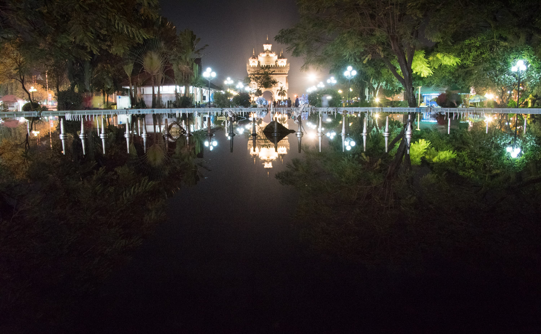 Patuxai Monument, Lao