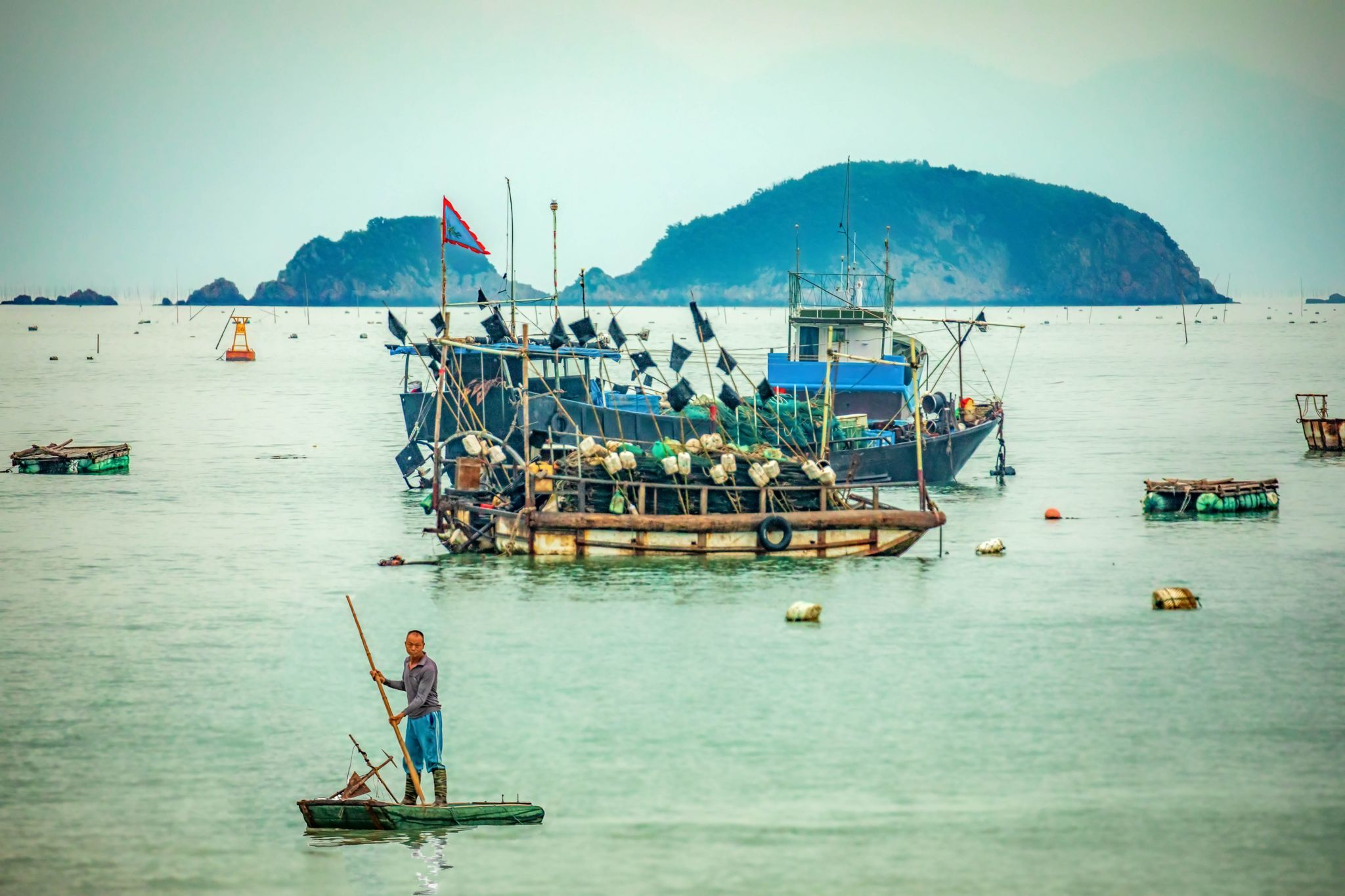 Fisherman returning to shore Xiapu, China