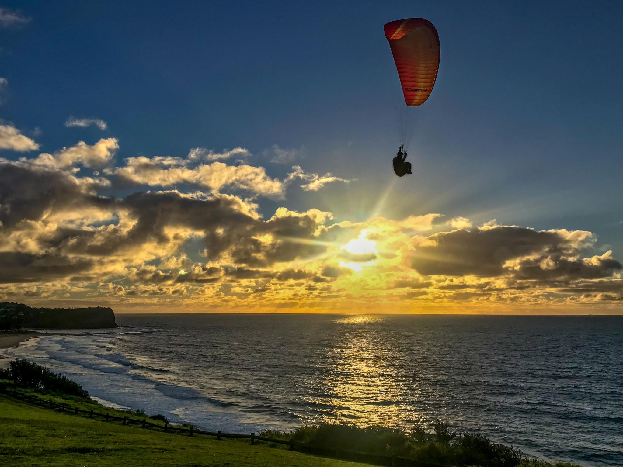 Para-glider Sunrise Warriewood Sydney, Australia