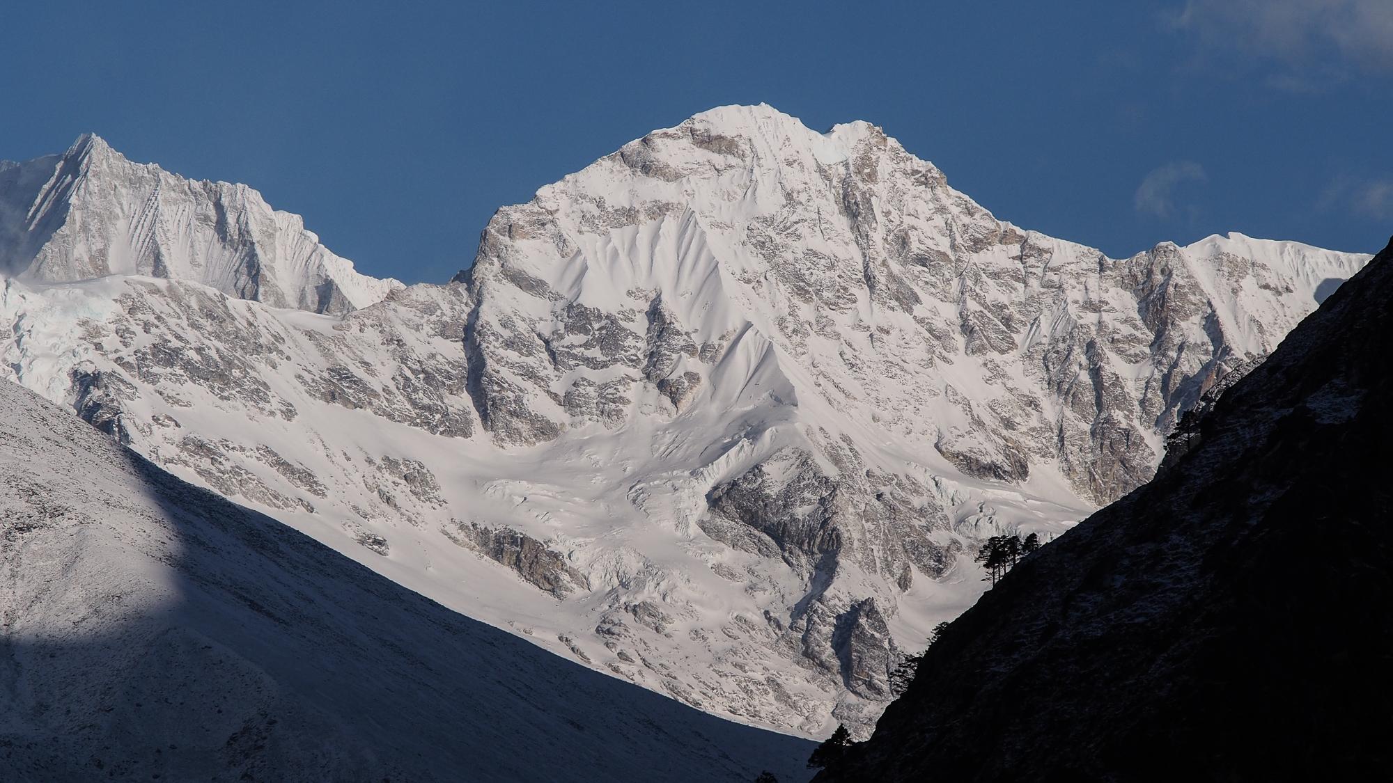 Cholatse et Taboche peaks, Nepal