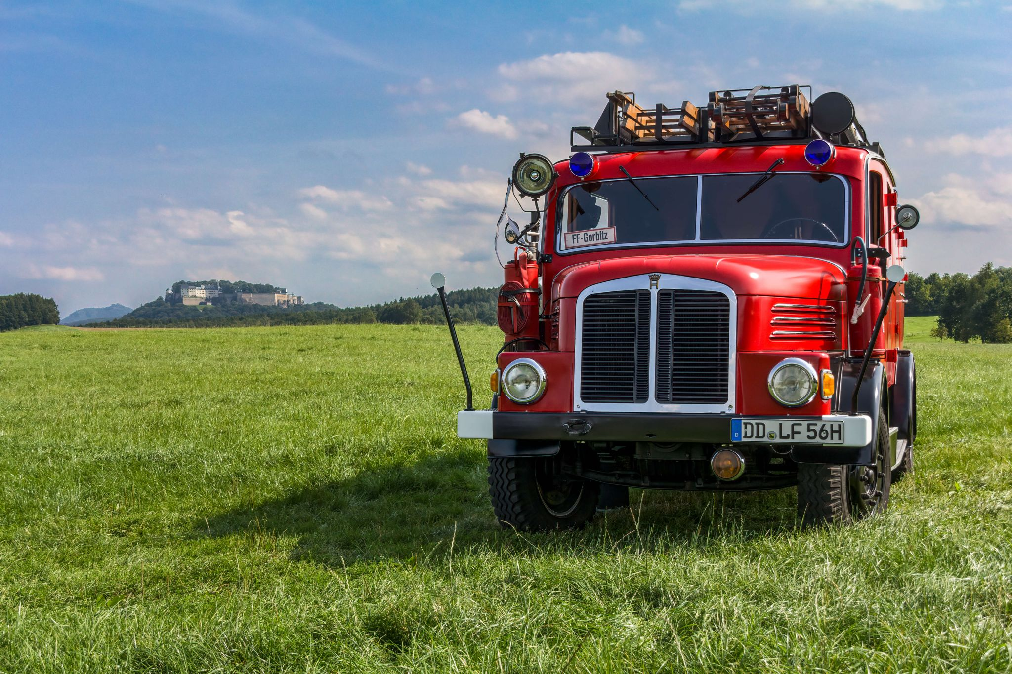 Koenigstein Fortress and historic fire truck, Germany