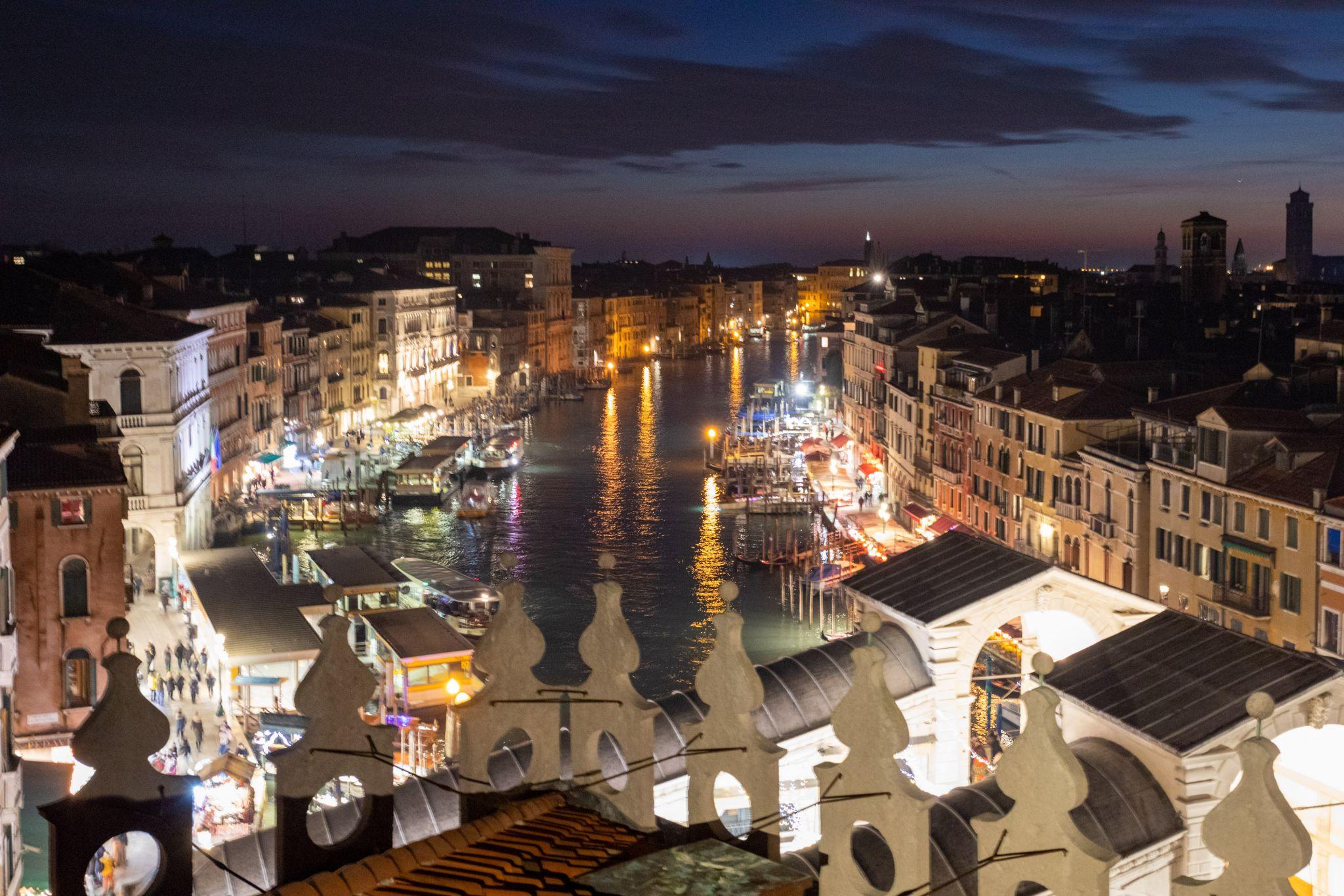 Abends auf der Dachterrasse von T Fondaco dei Tedeschi, Italy