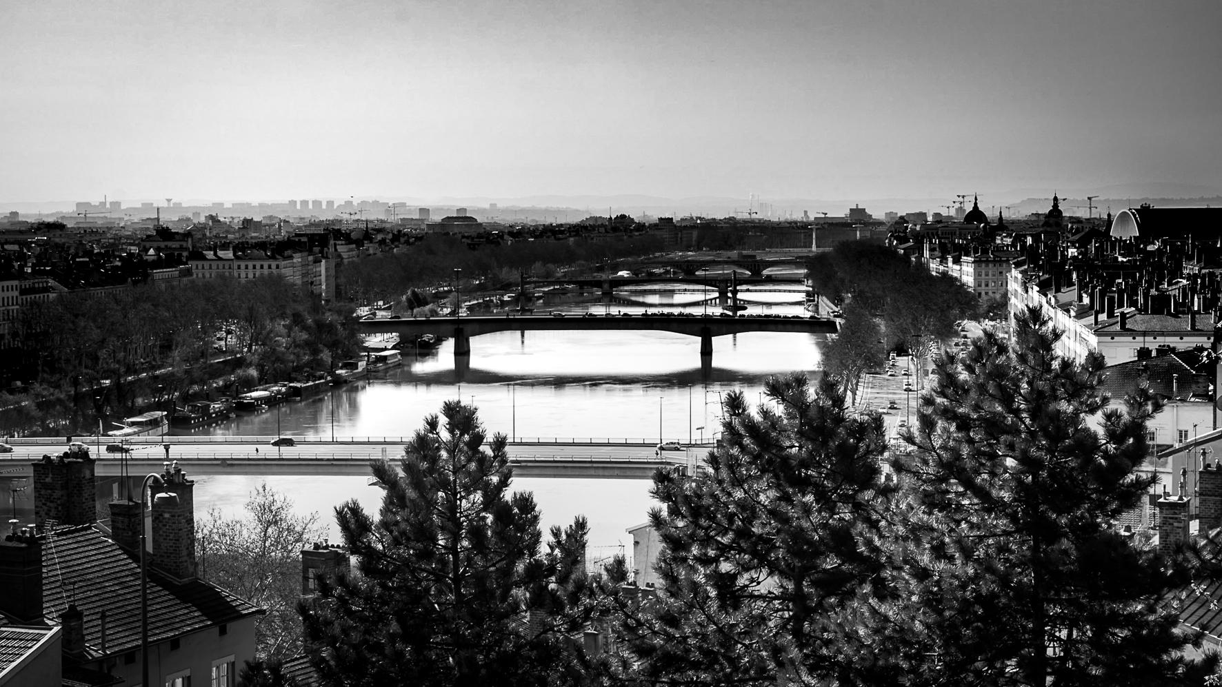 Enfilade de ponts sur le Rhône, Lyon, France