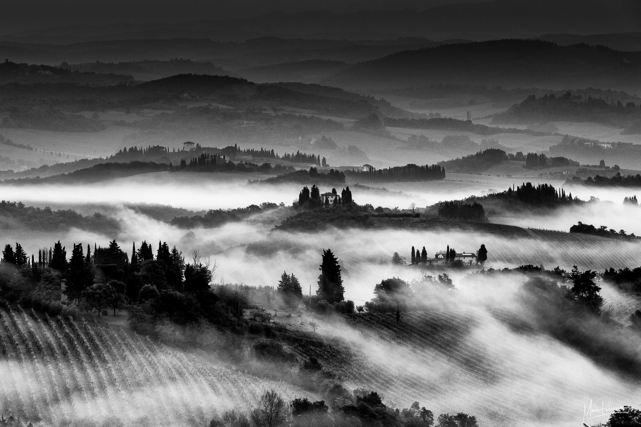 Morning mist in Tuscany - San Gimignano area, Italy