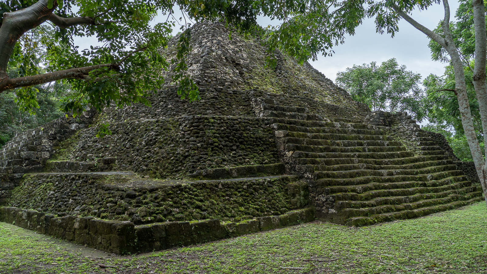 Yaxha acrópolis norte, Guatemala