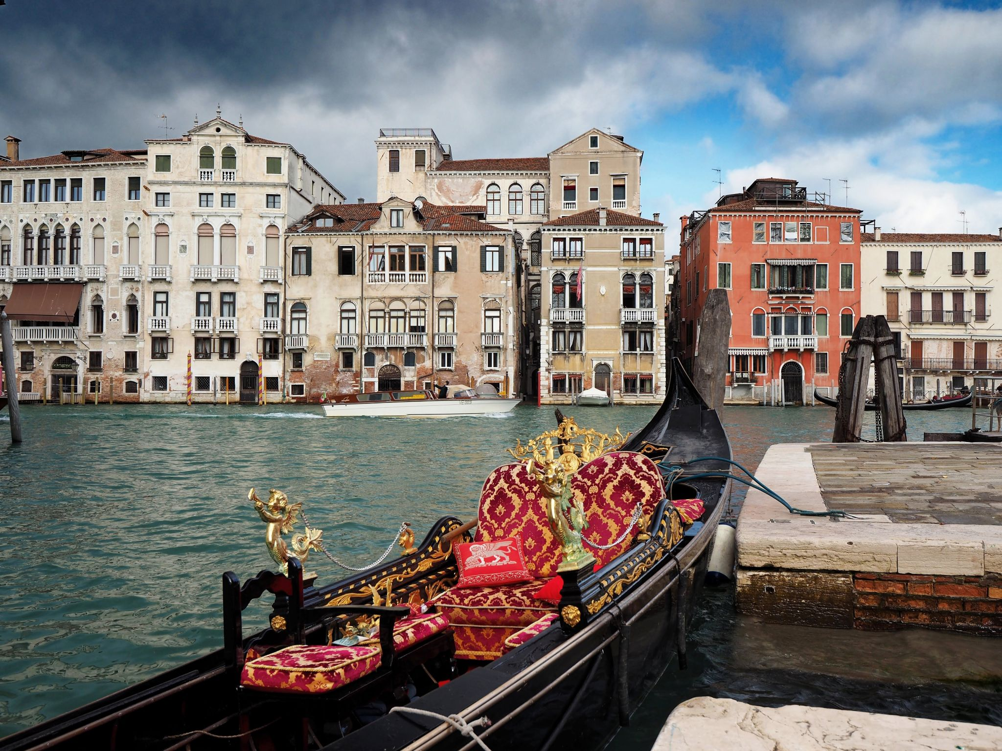Bank of Canal Grande, Italy