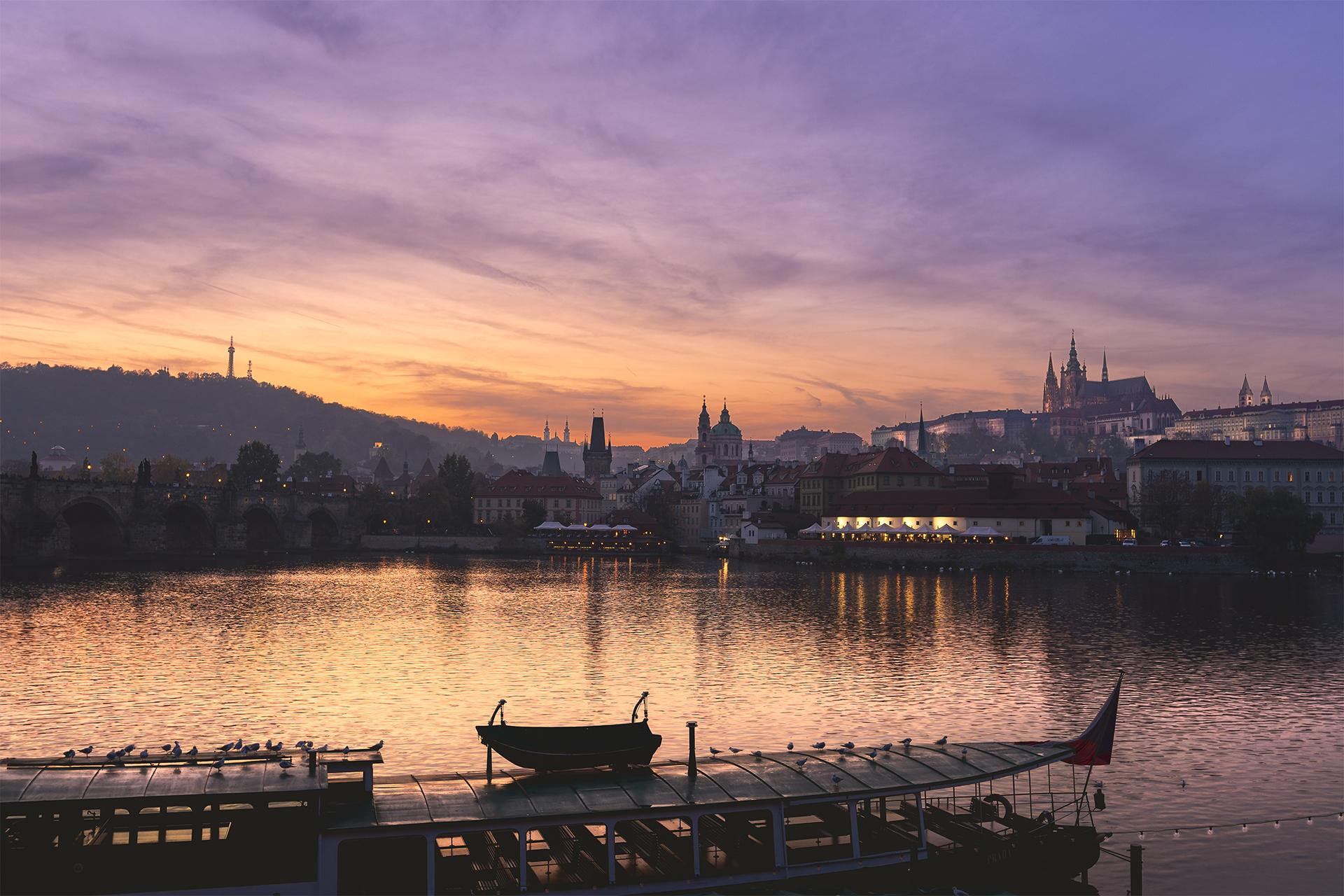 Praha, hrad a Karlův most, Czech Republic