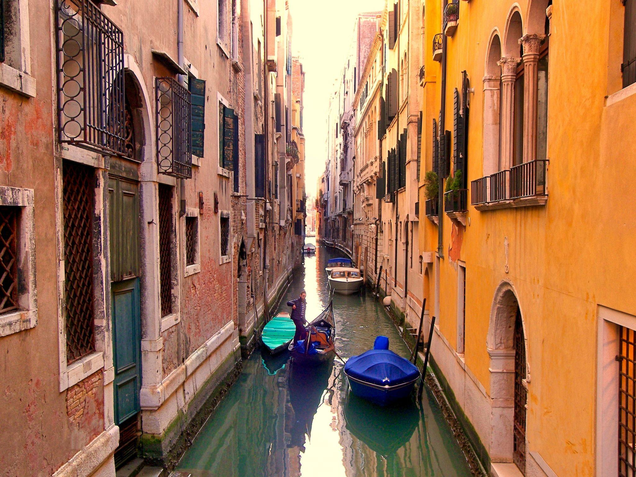Narrow 'Road', Italy