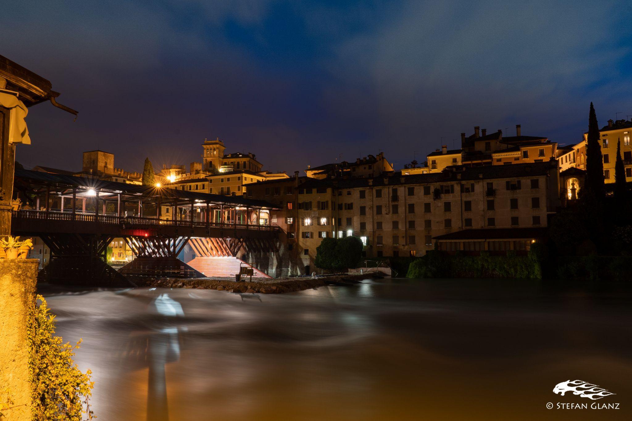 Ponte Vecchio with the castle in the backdrop, Italy