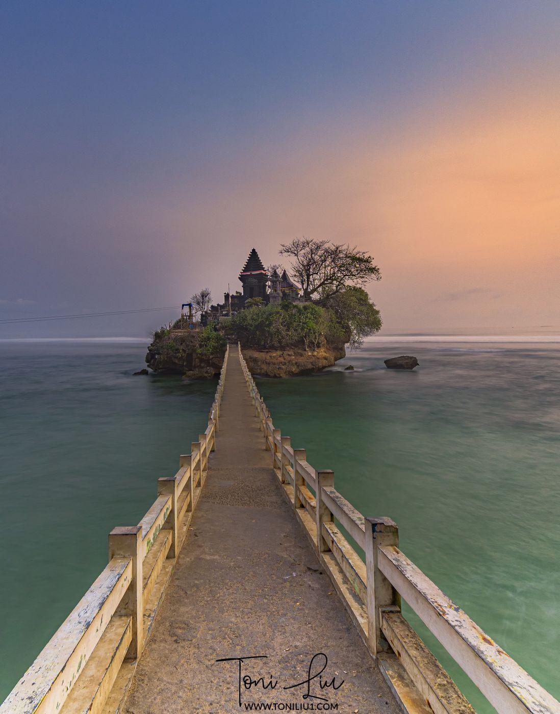 Pura Ismoyo (Balekambang Beach), Indonesia