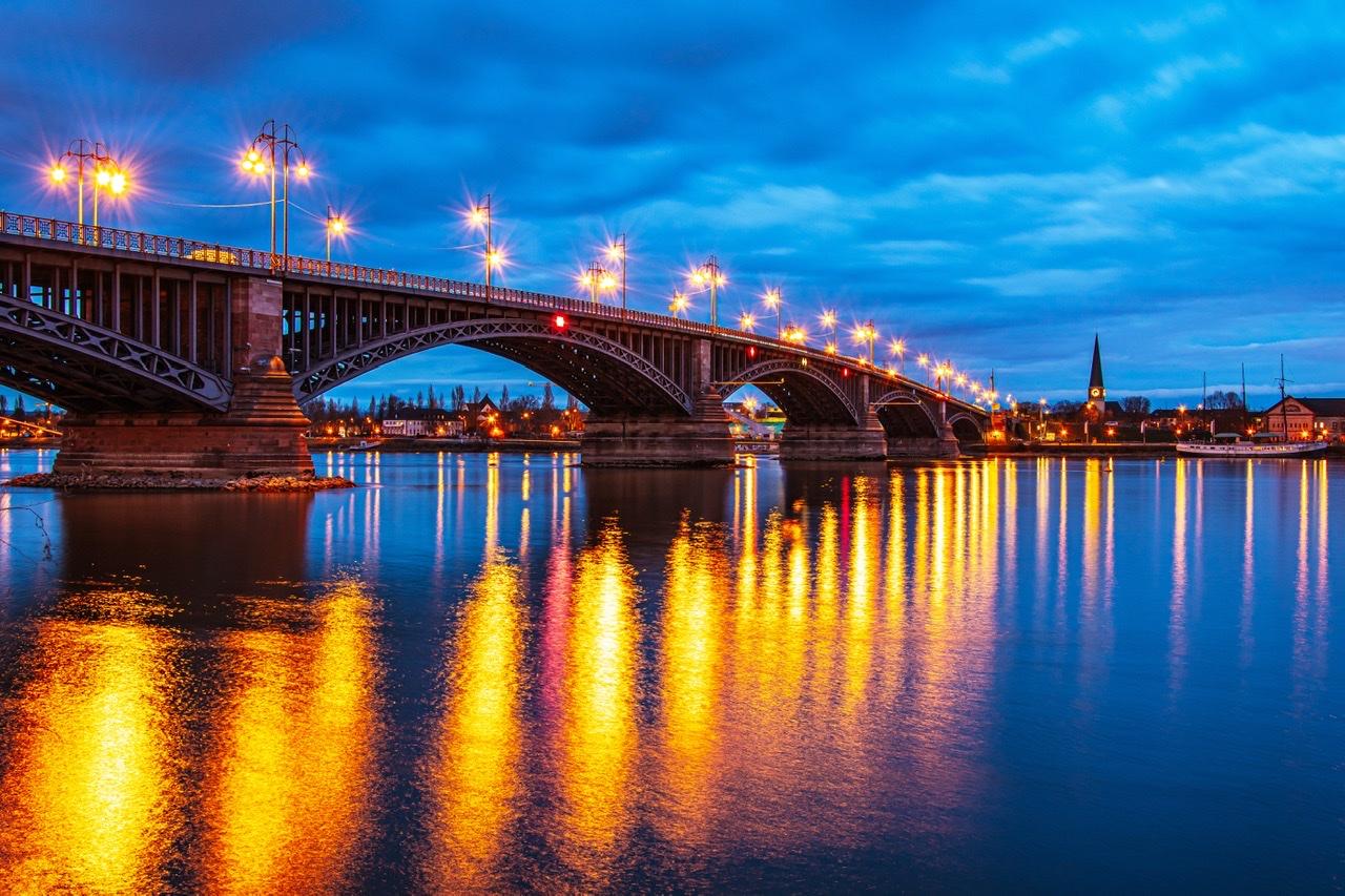 Theodor Heuss Brücke Mainz, Germany
