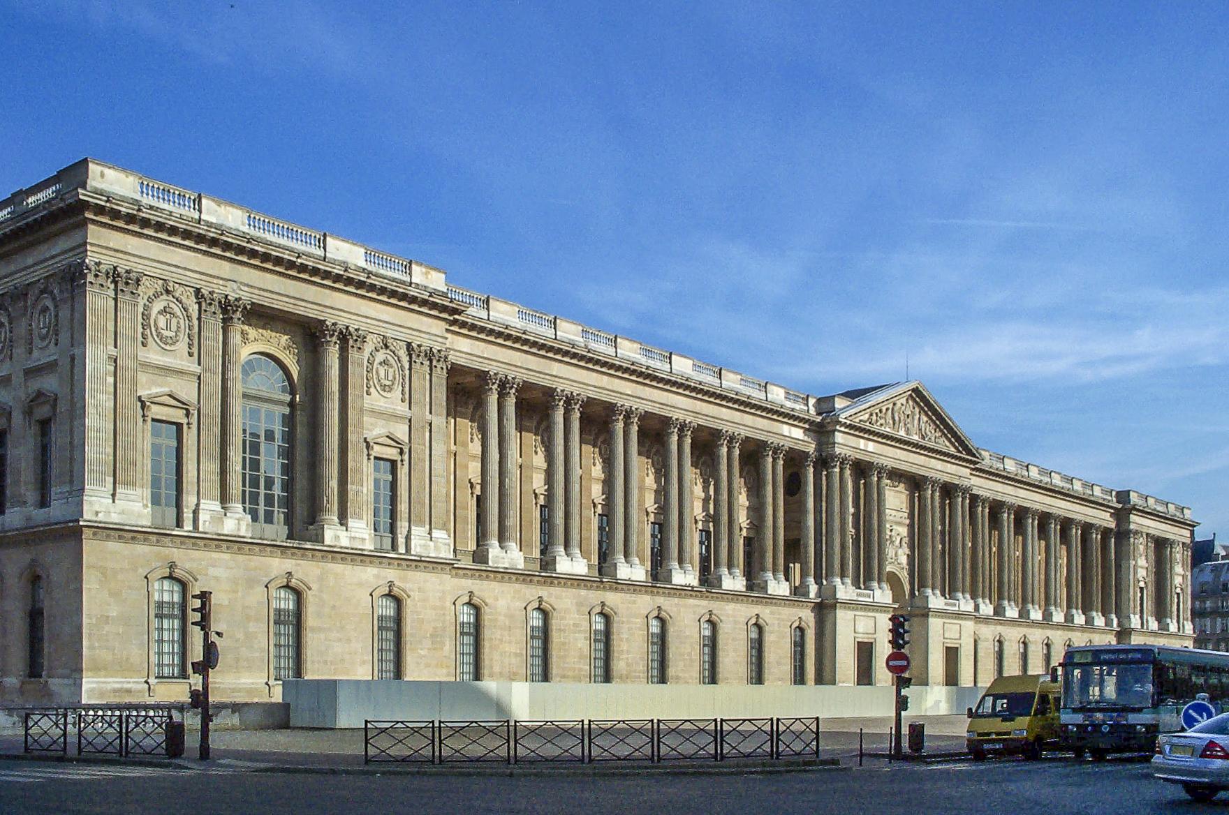 Le colonnades du Louvre, France