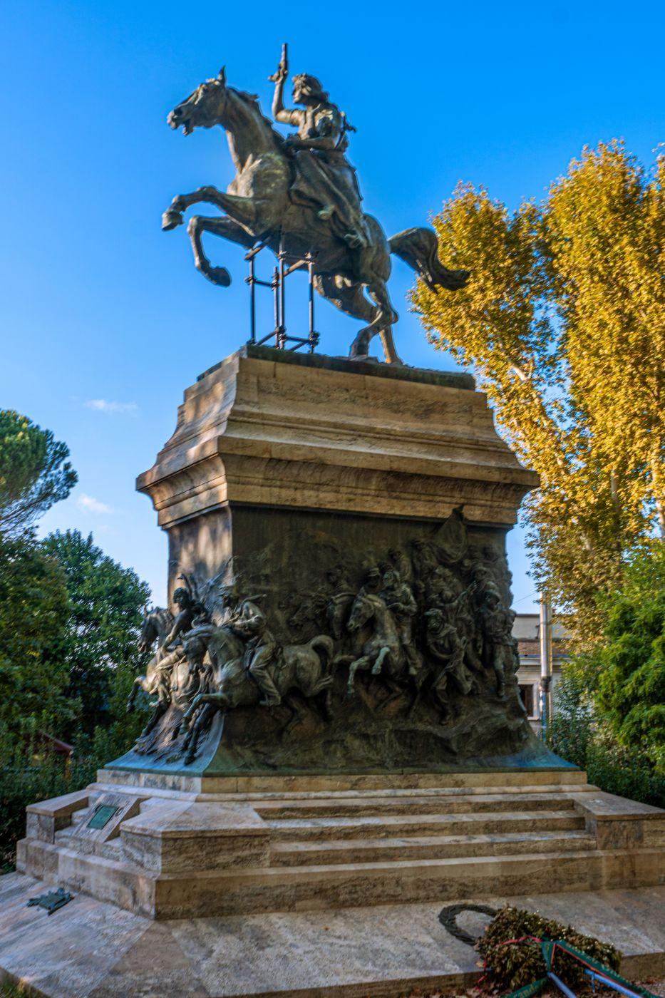 Statua e Resti Di Anita Garibaldi, Italy