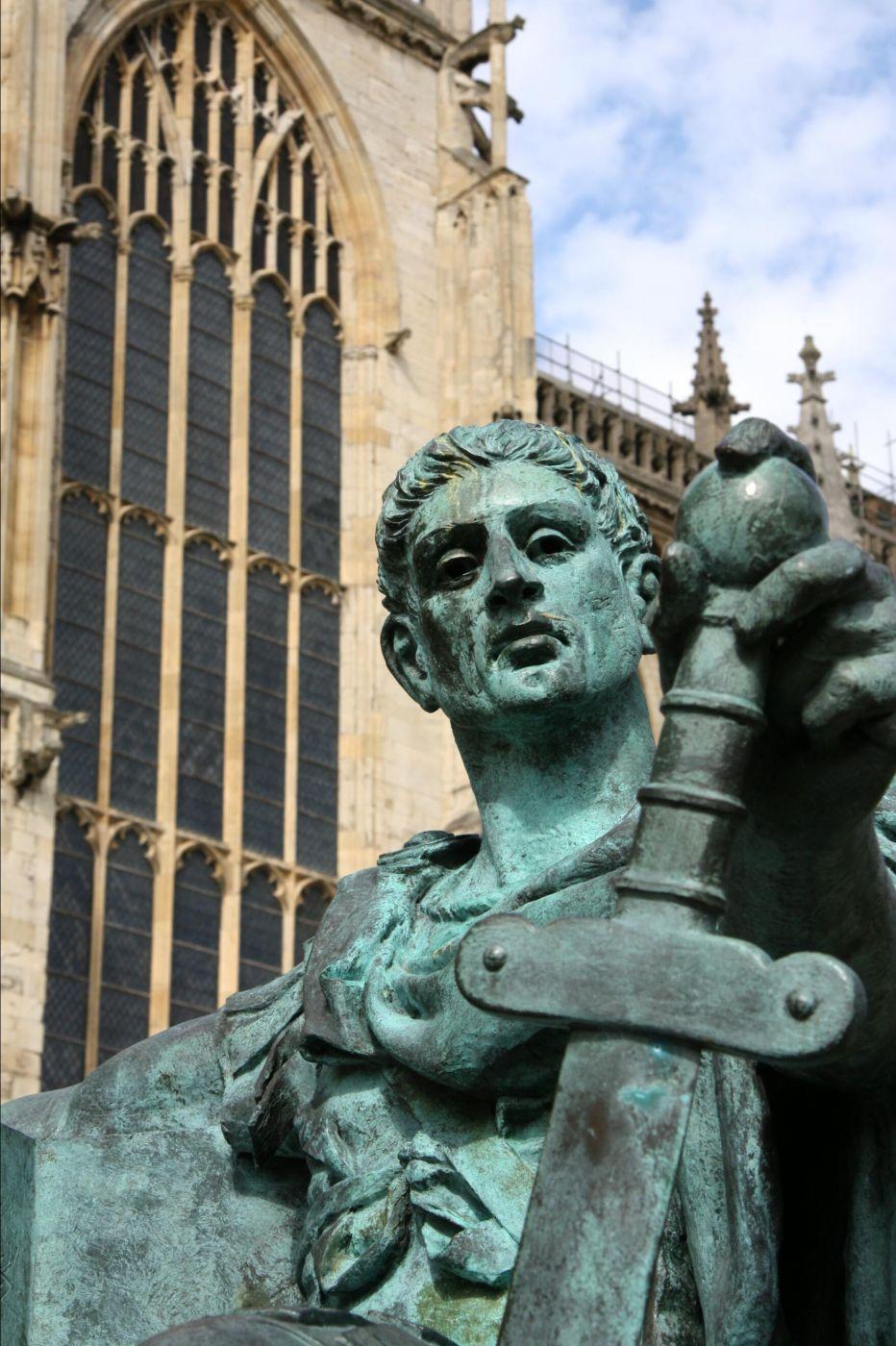 Statue des Kaisers Constantin vor dem York Minster, United Kingdom