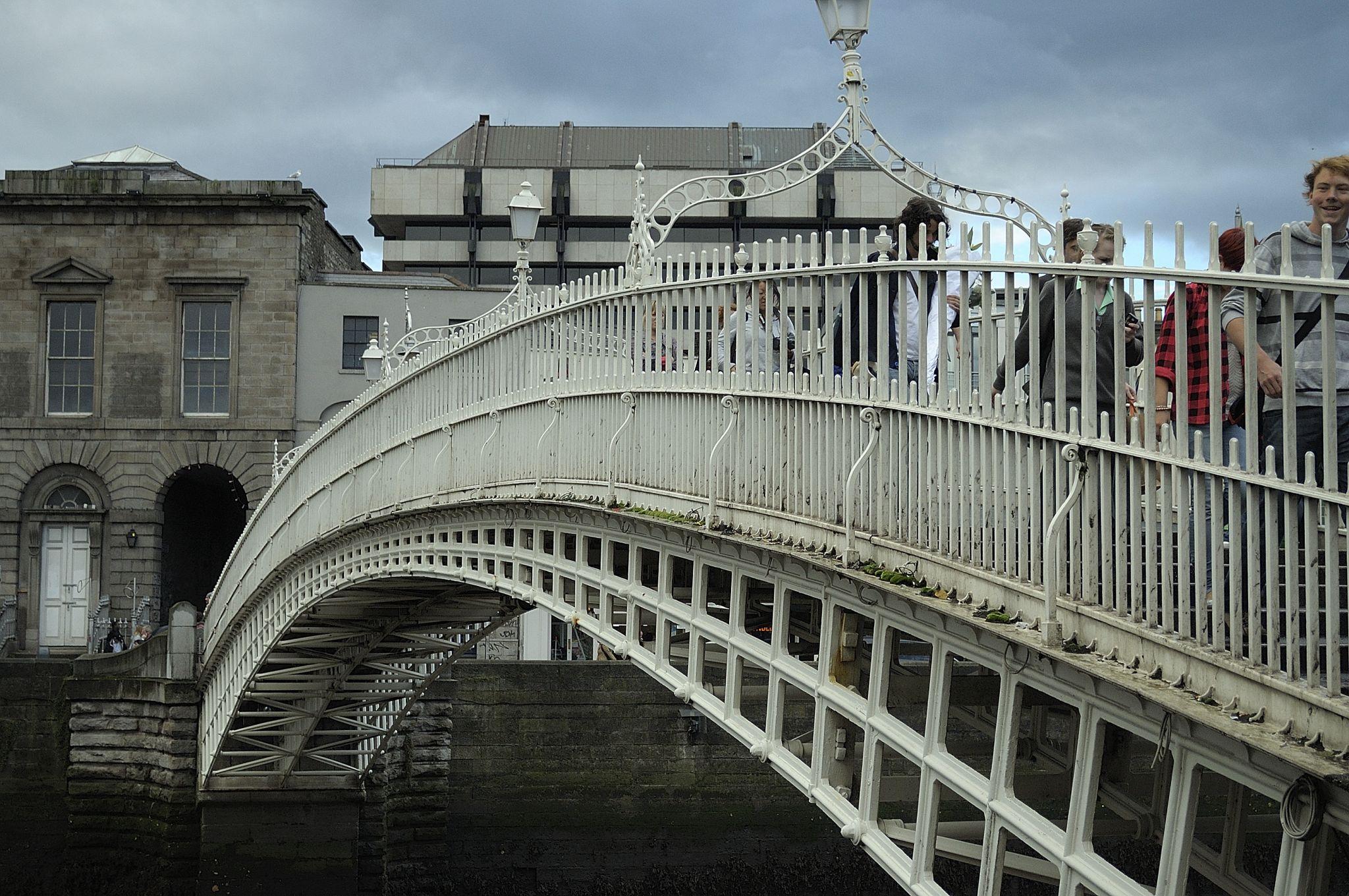 Ha'penny Bridge, Dublin., Ireland