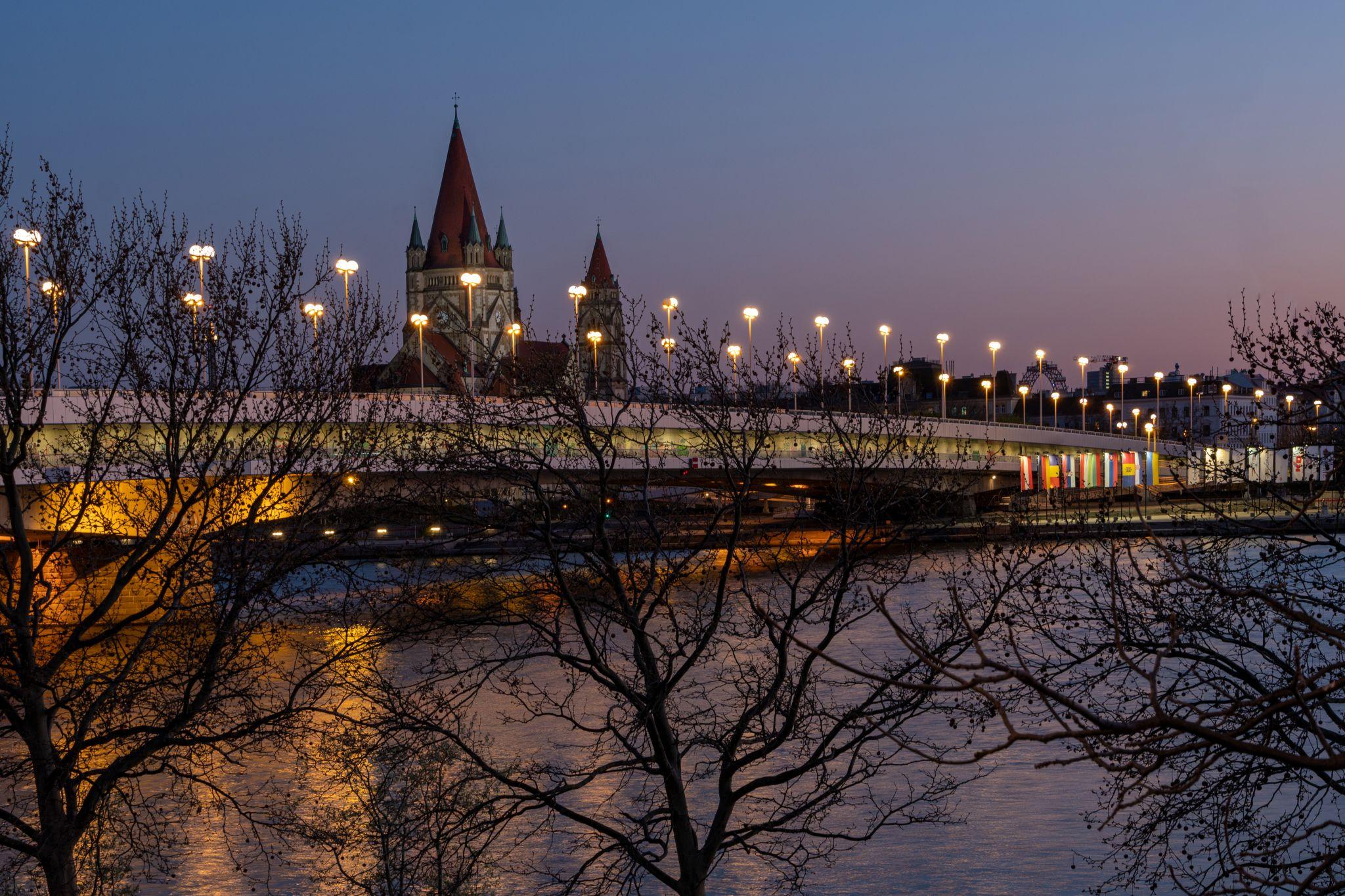 Reichsbrücke, view to the Church of Franz von Assisi, Austria
