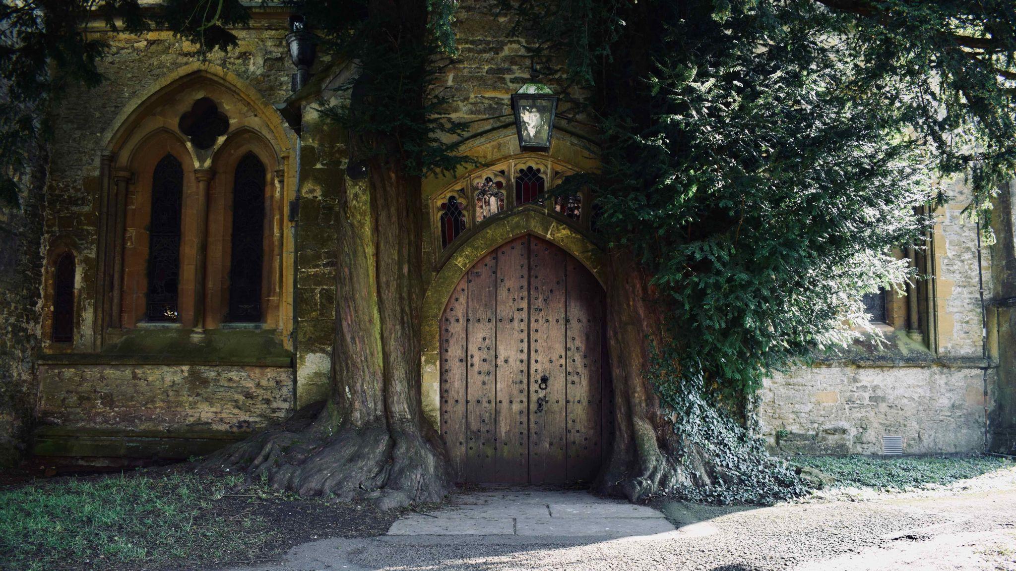 St Edward's Church, United Kingdom