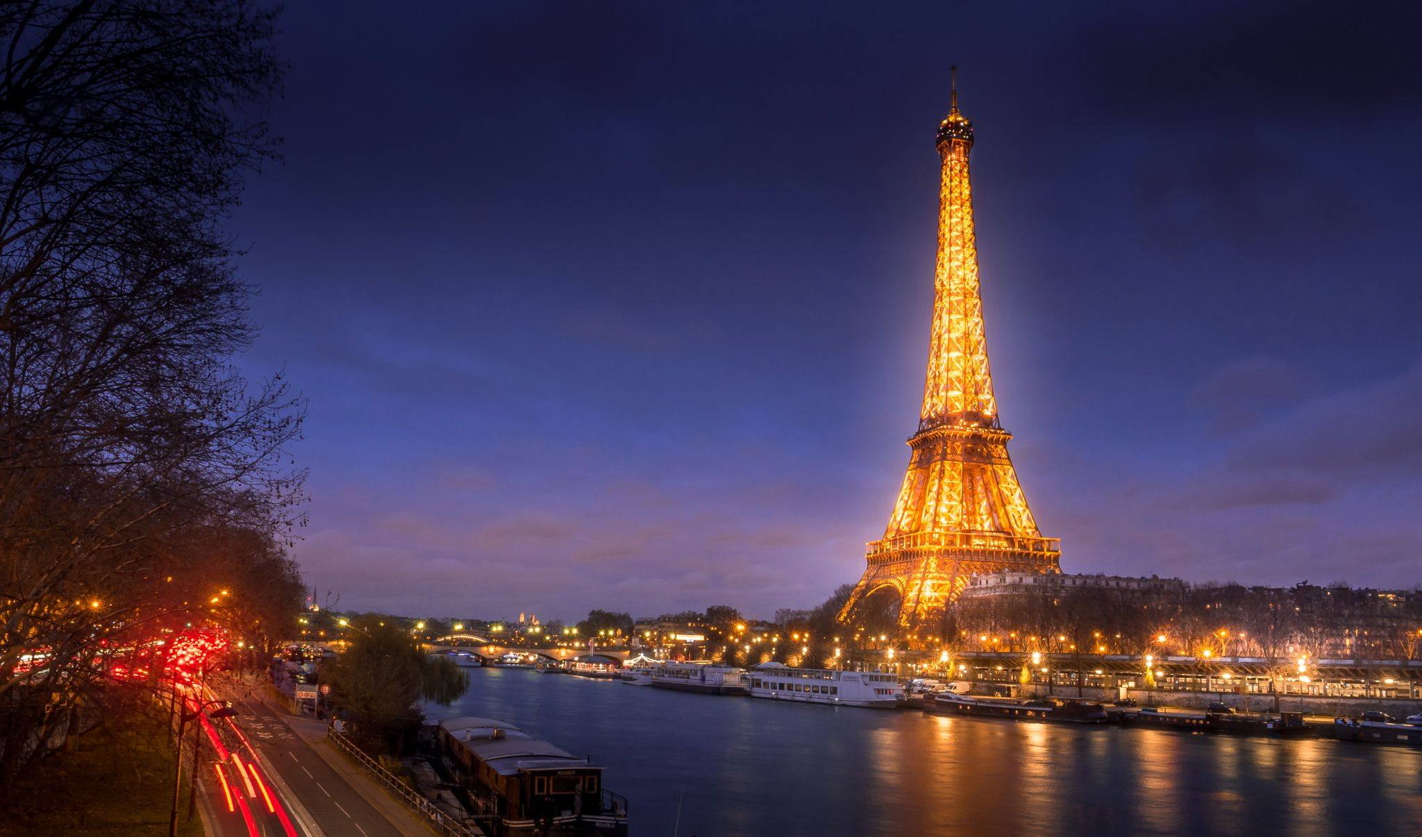 Bir-Hakeim view of La Tour Eiffel, France