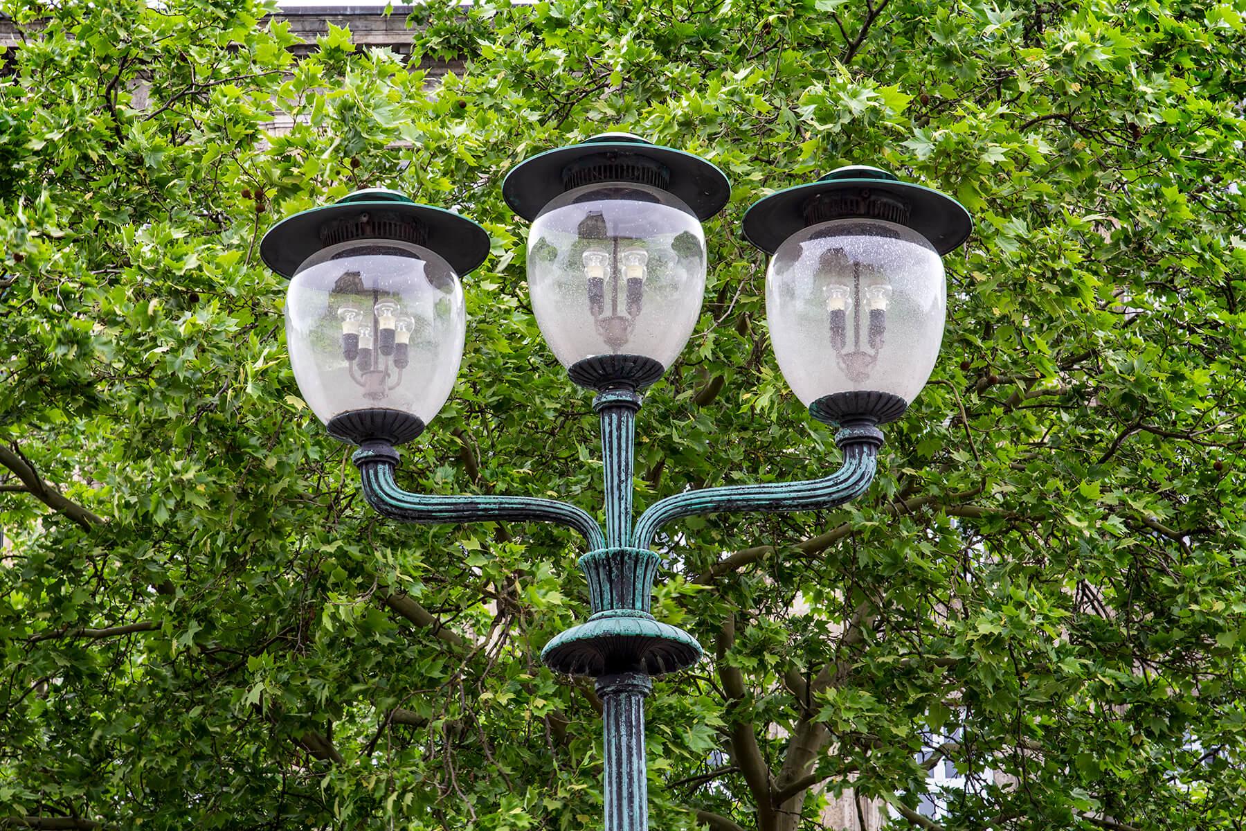 Die Lampen am Opernplatz, Germany