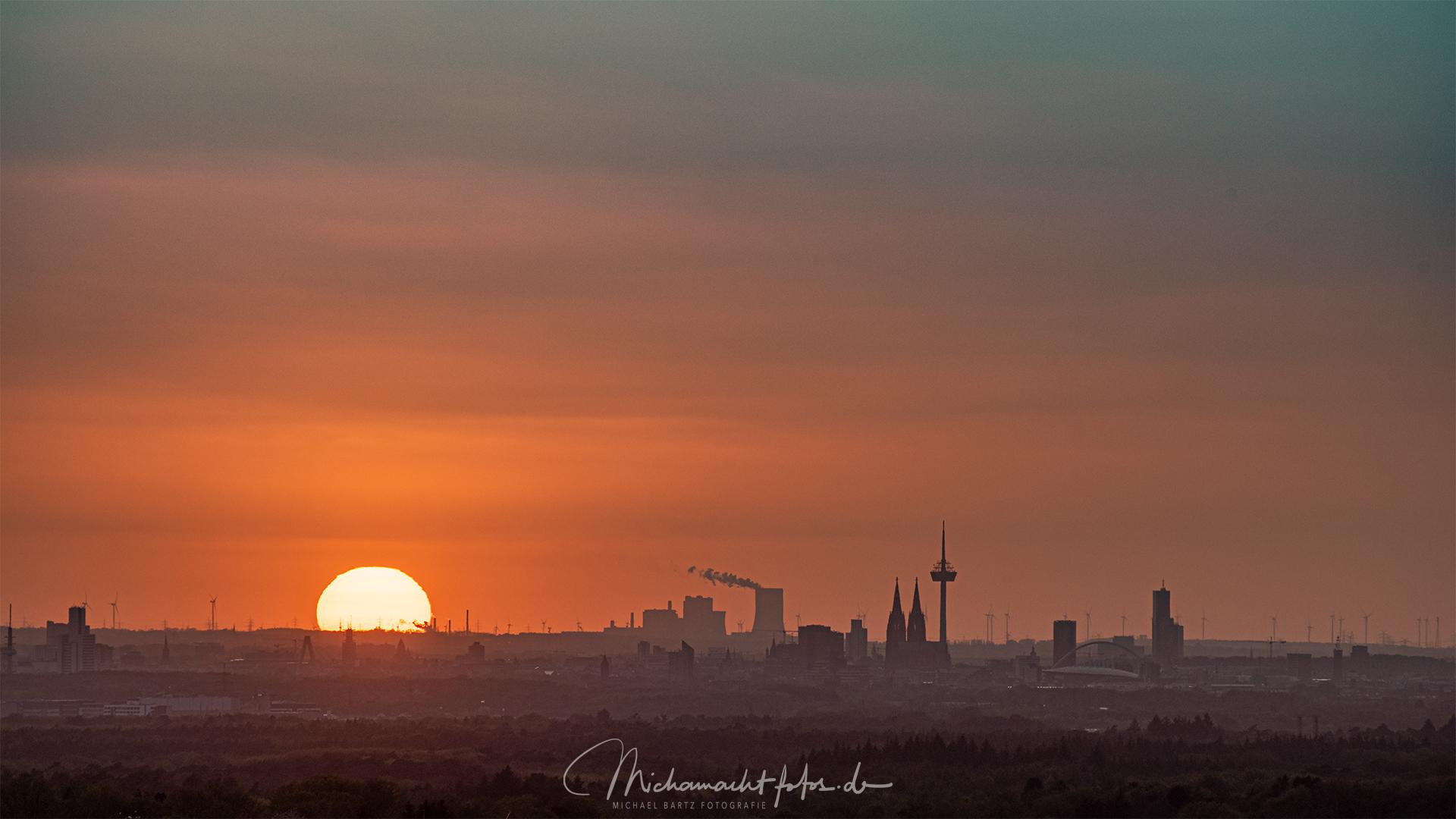 Kölner Skyline bei Sonnenuntergang, Germany