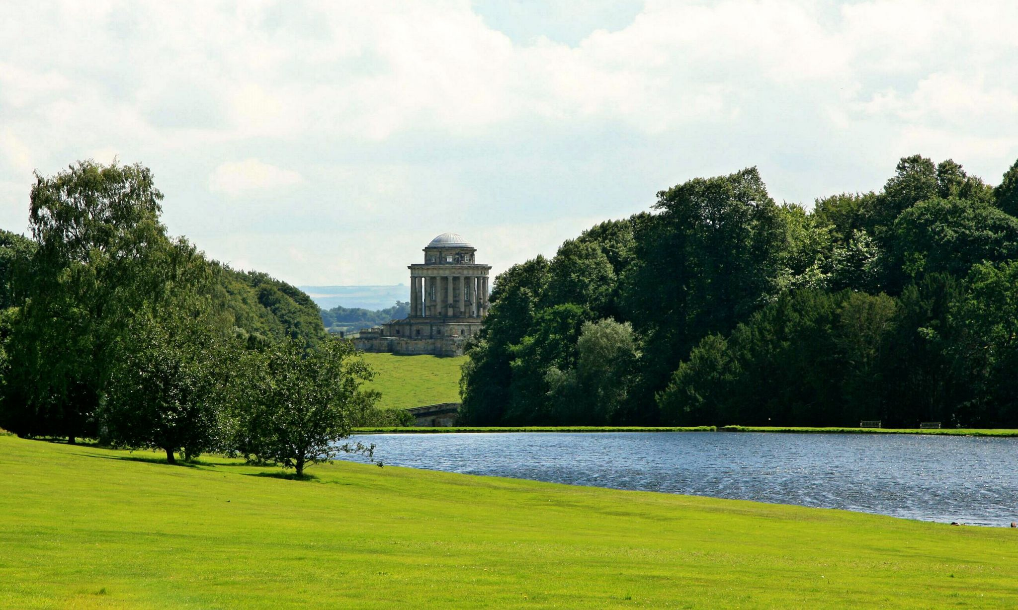 Blick auf das Mausoleum von Castle Howard, United Kingdom