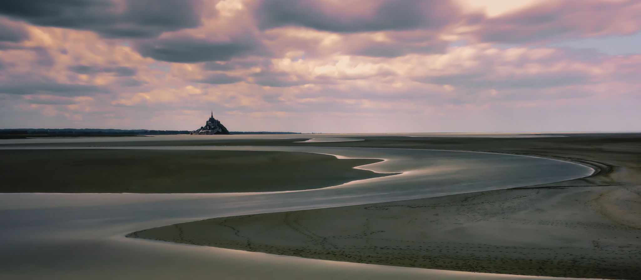 Game of light and shadow, Baie du Mont Saint-Michel, France