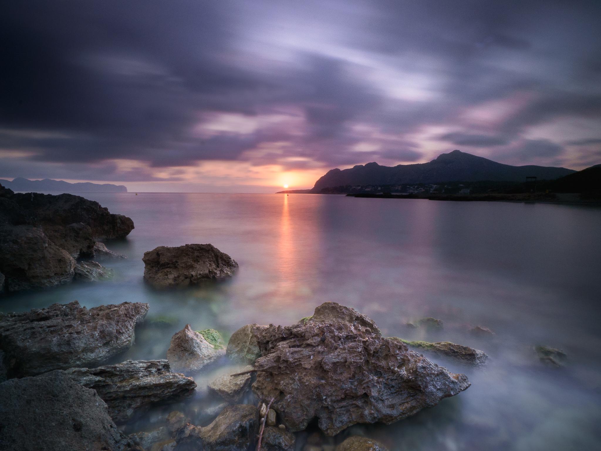 Amanecer en Playa de Sant Joan, Spain