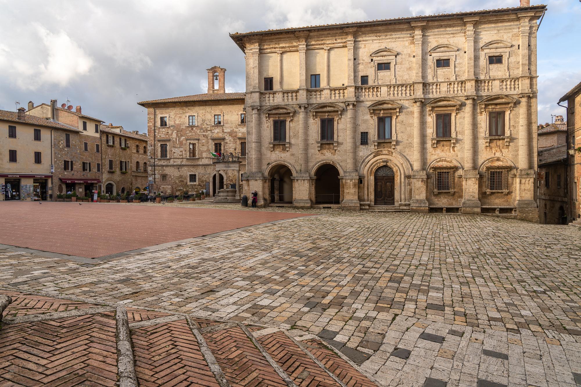 Door of the catedrale, Italy